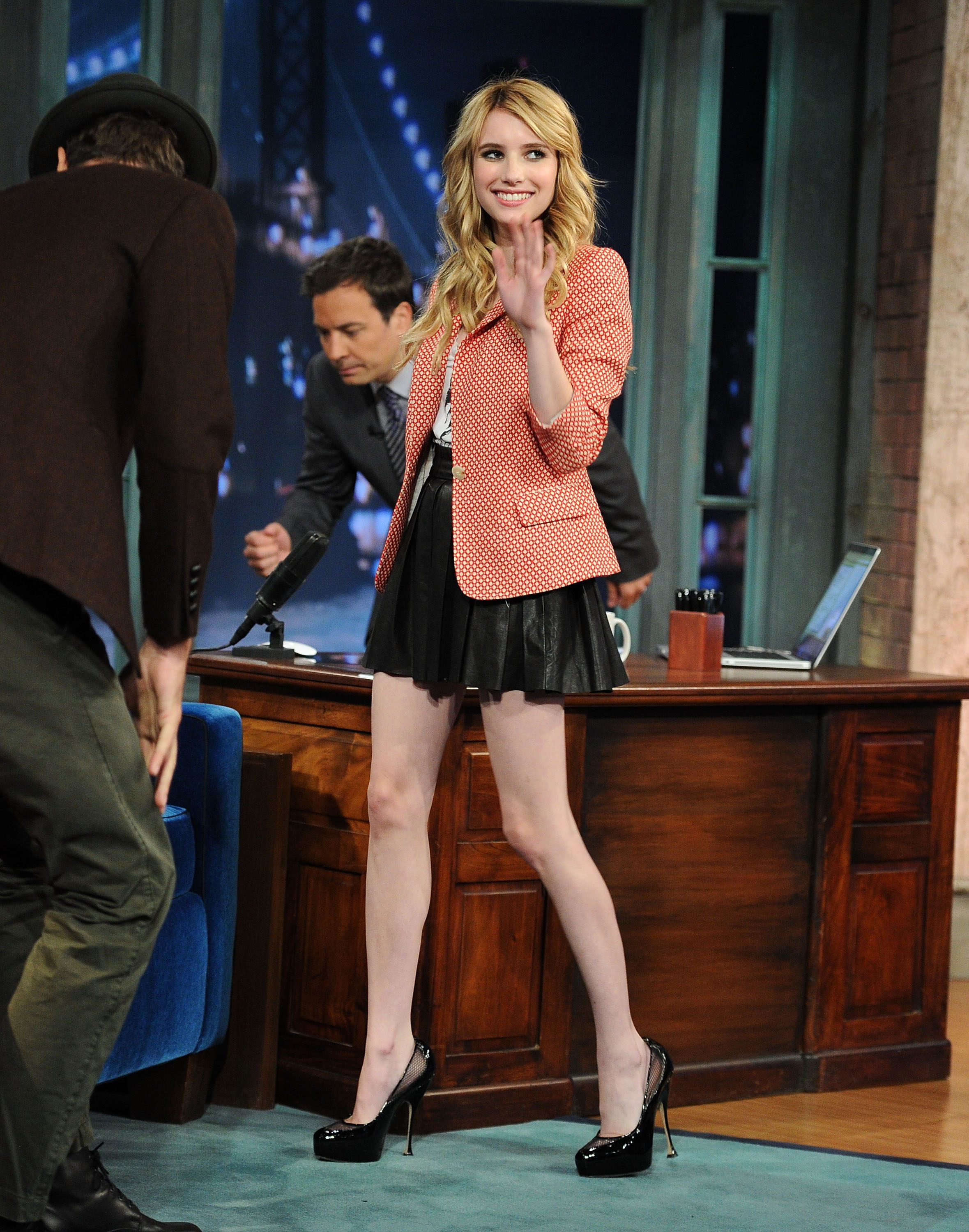 emma roberts miniskirts HD Wallpaper