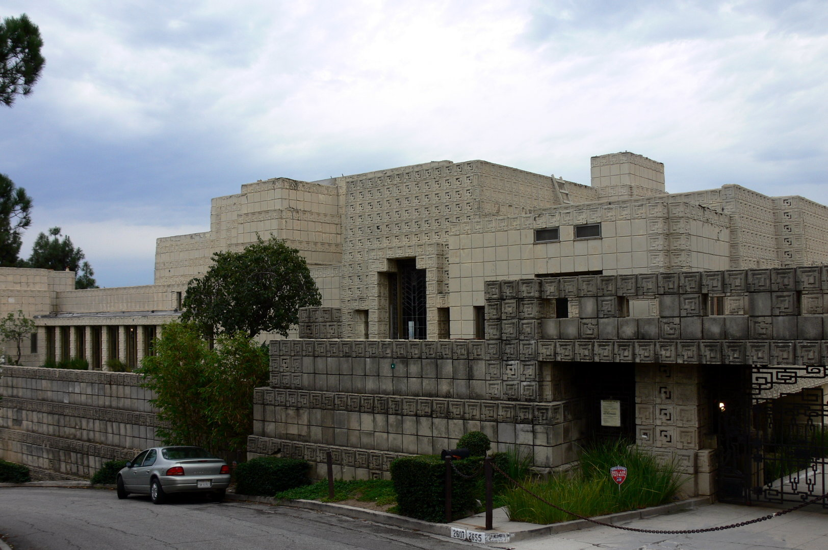 ennis House front view HD Wallpaper