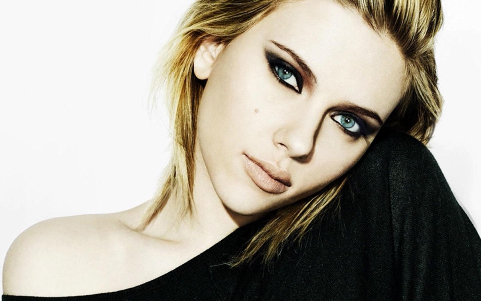 scarlett johansson desktop 1680x1050 wallpaper 163215 - Scarlett Johansson