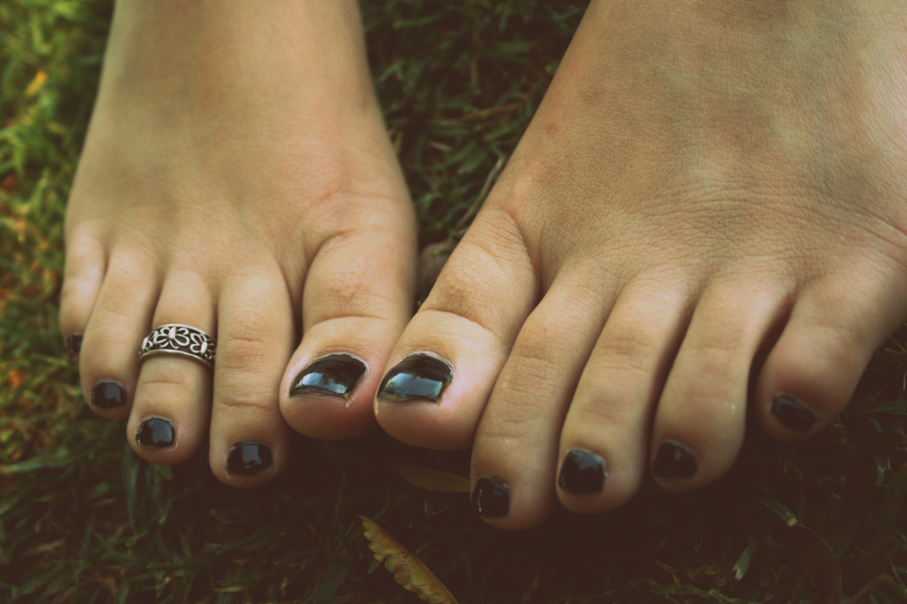 feet toes toe rings HD Wallpaper