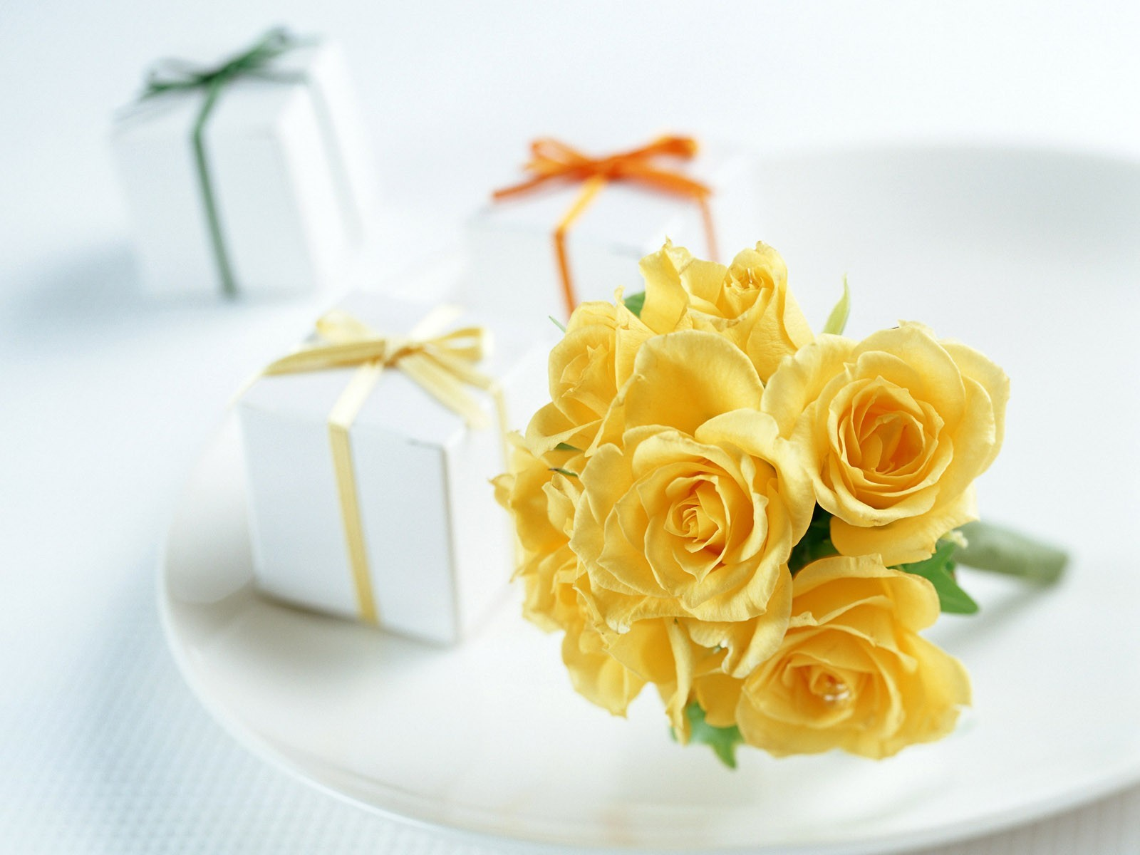 Flowers presents Gifts decoration HD Wallpaper