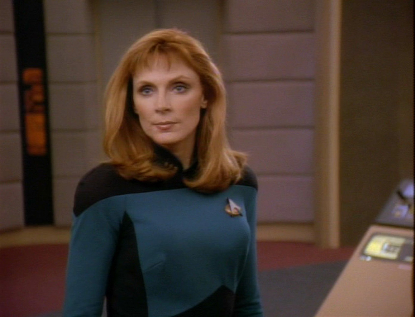 gates mcfadden Beverly crusher HD Wallpaper