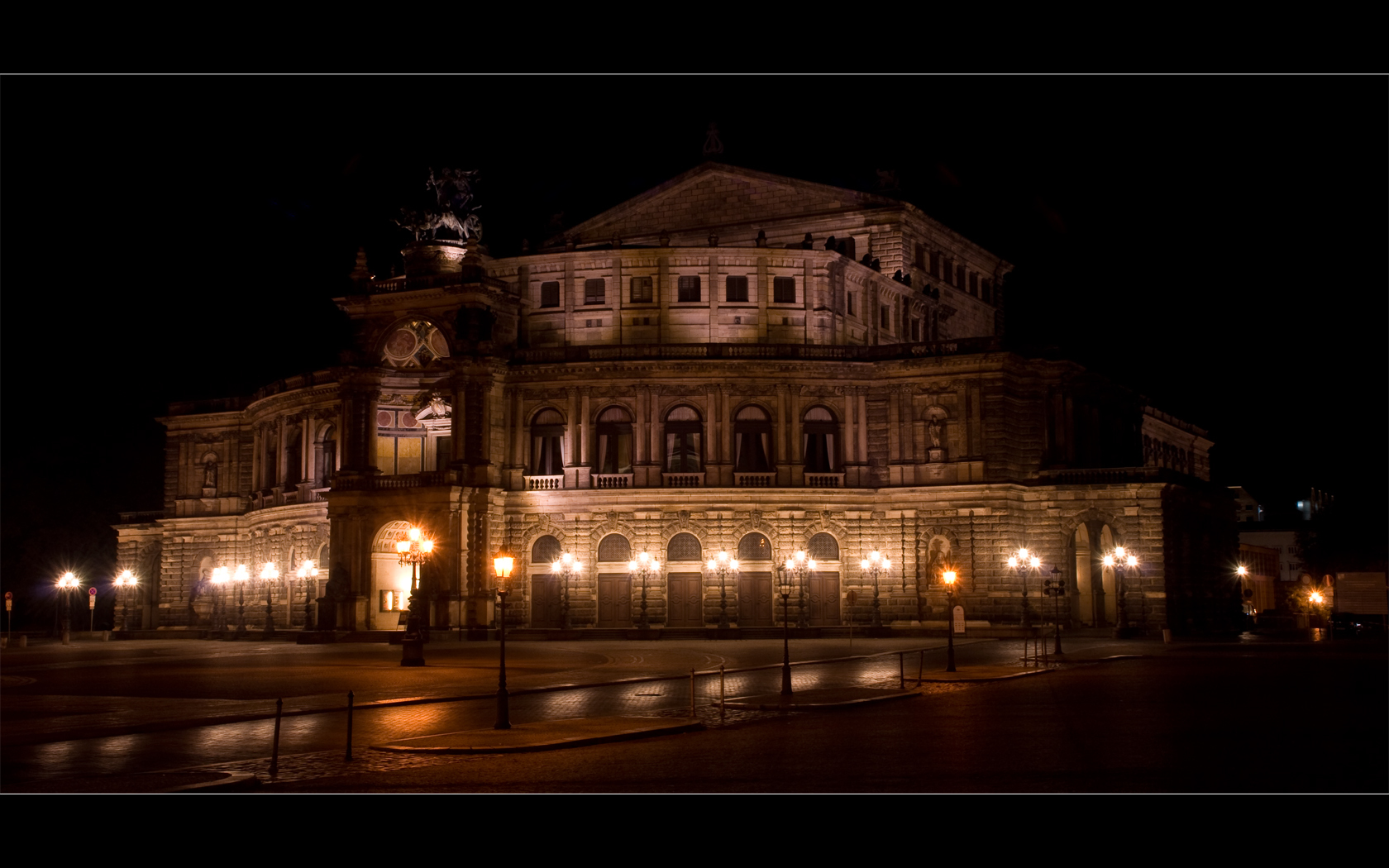 German operahouse some architecture HD Wallpaper