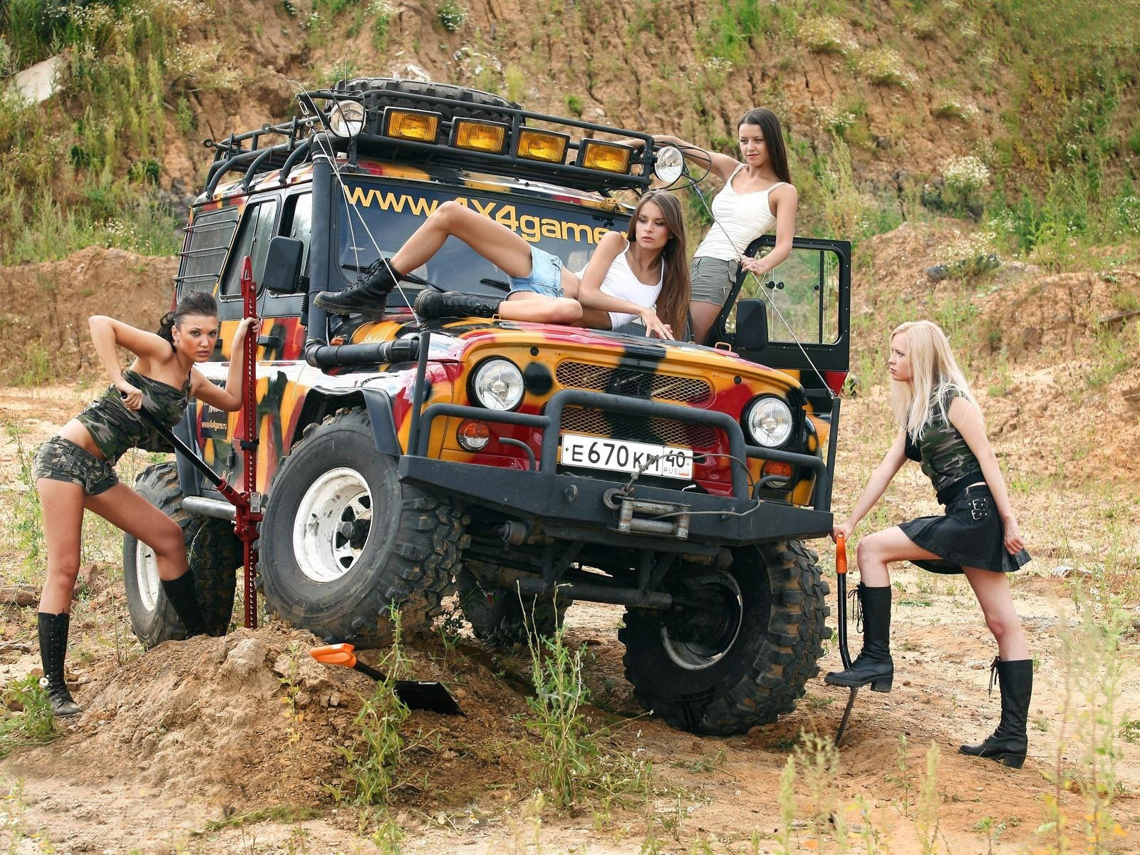 girls with cars 4x4
