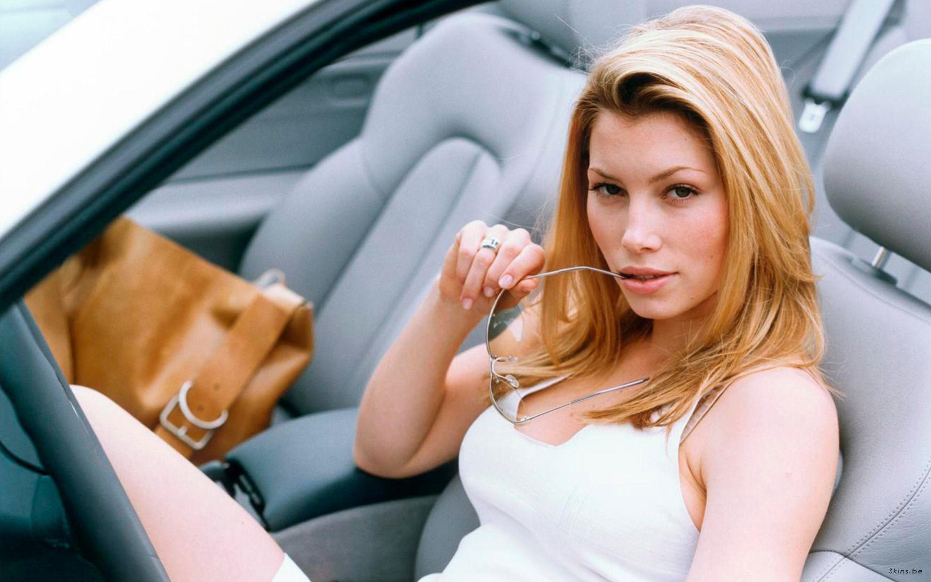 glasses Jessica Biel car