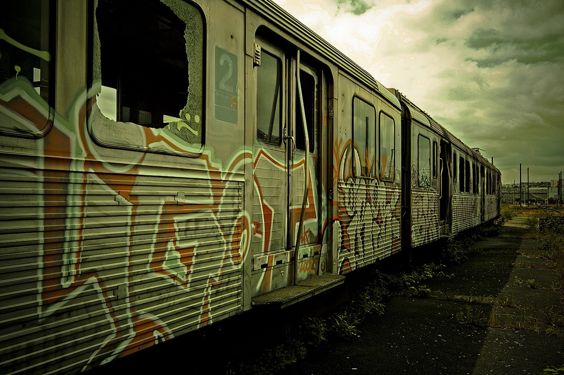 graffiti trains HD Wallpaper