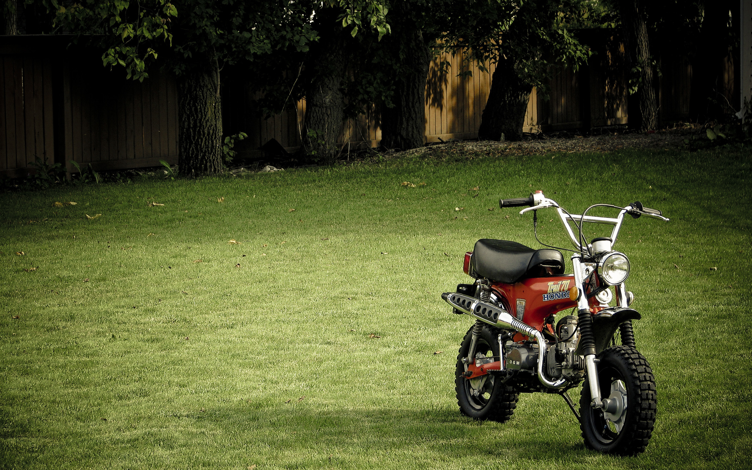 grass Scooters lawn motorbikes HD Wallpaper