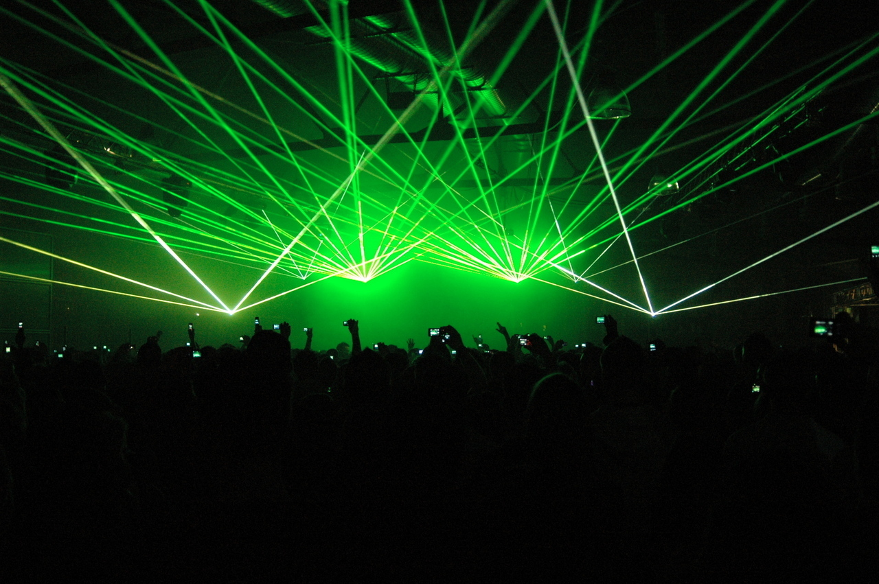 Green crowd beams Lasers HD Wallpaper