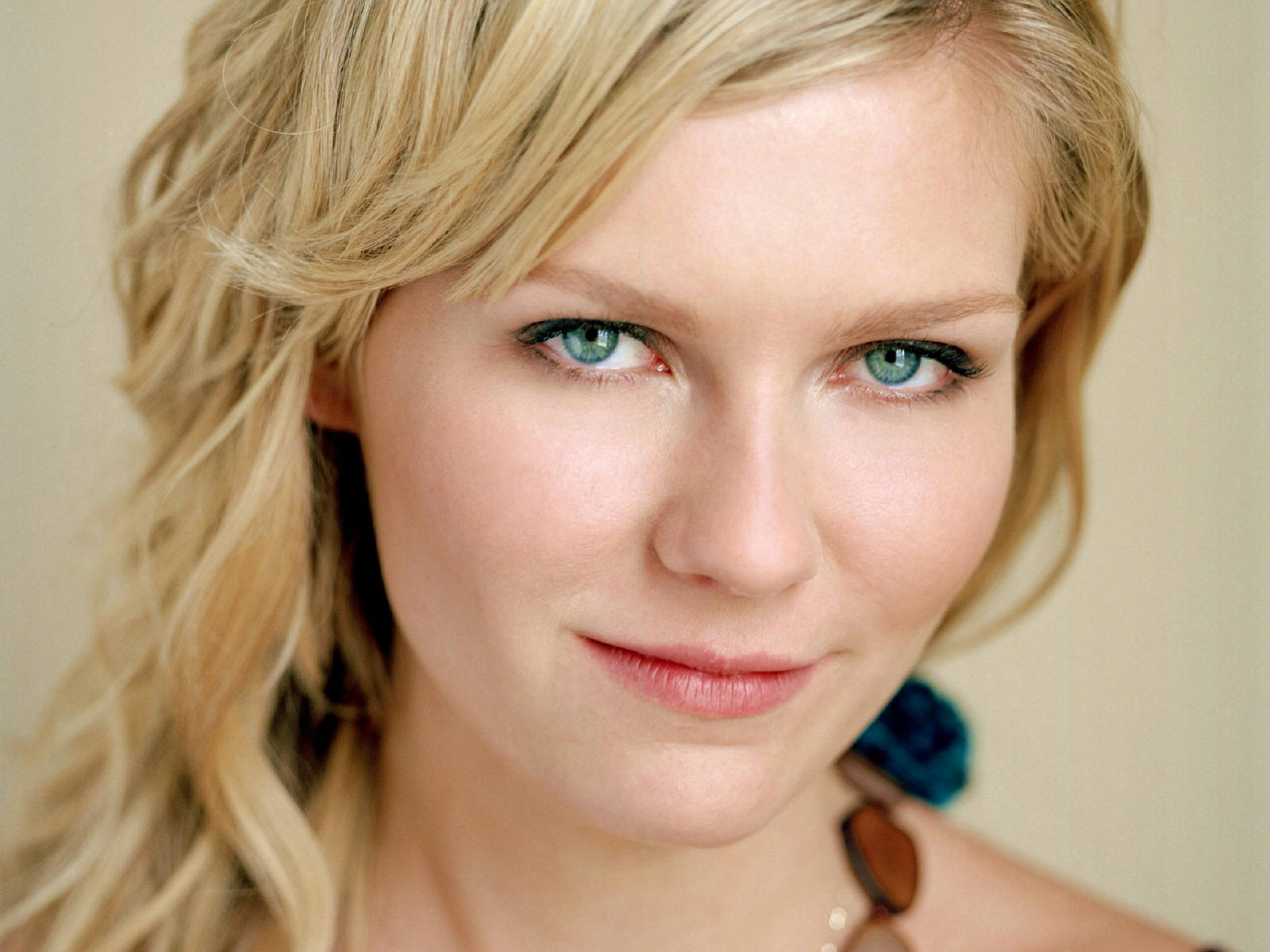 green eyes Kirsten Dunst HD Wallpaper