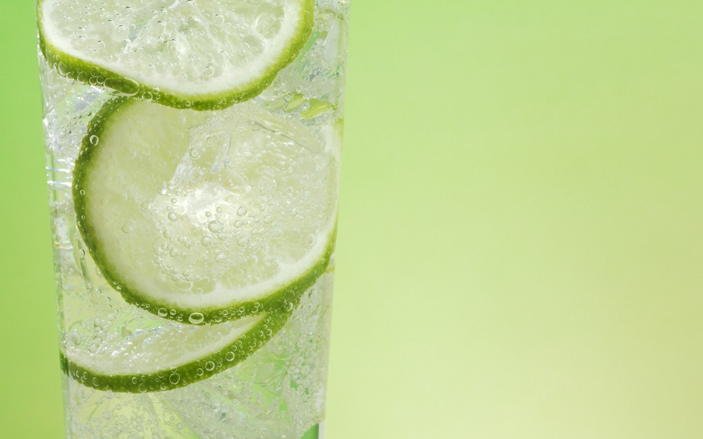 Green fruits limes cocktail HD Wallpaper