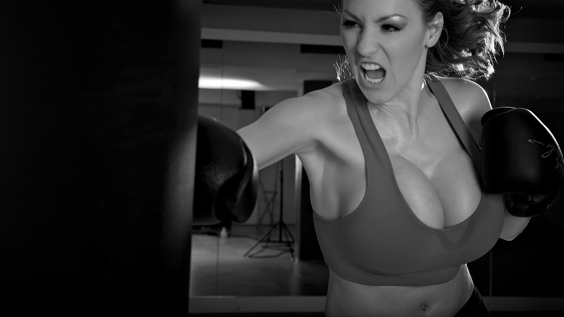 greyscale Jordan Carver huge HD Wallpaper