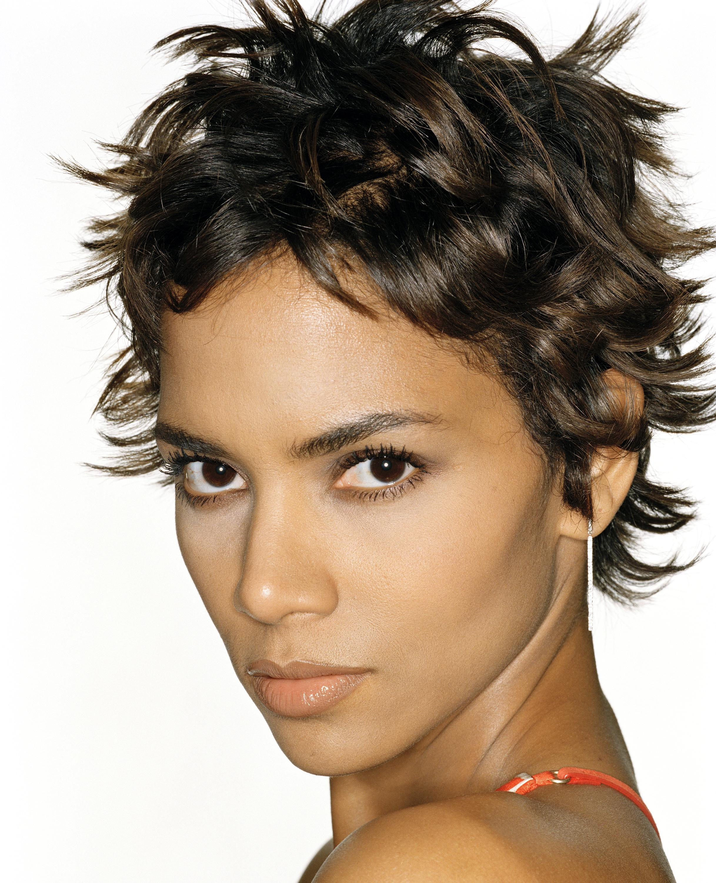 halle berry Celebrity HD Wallpaper