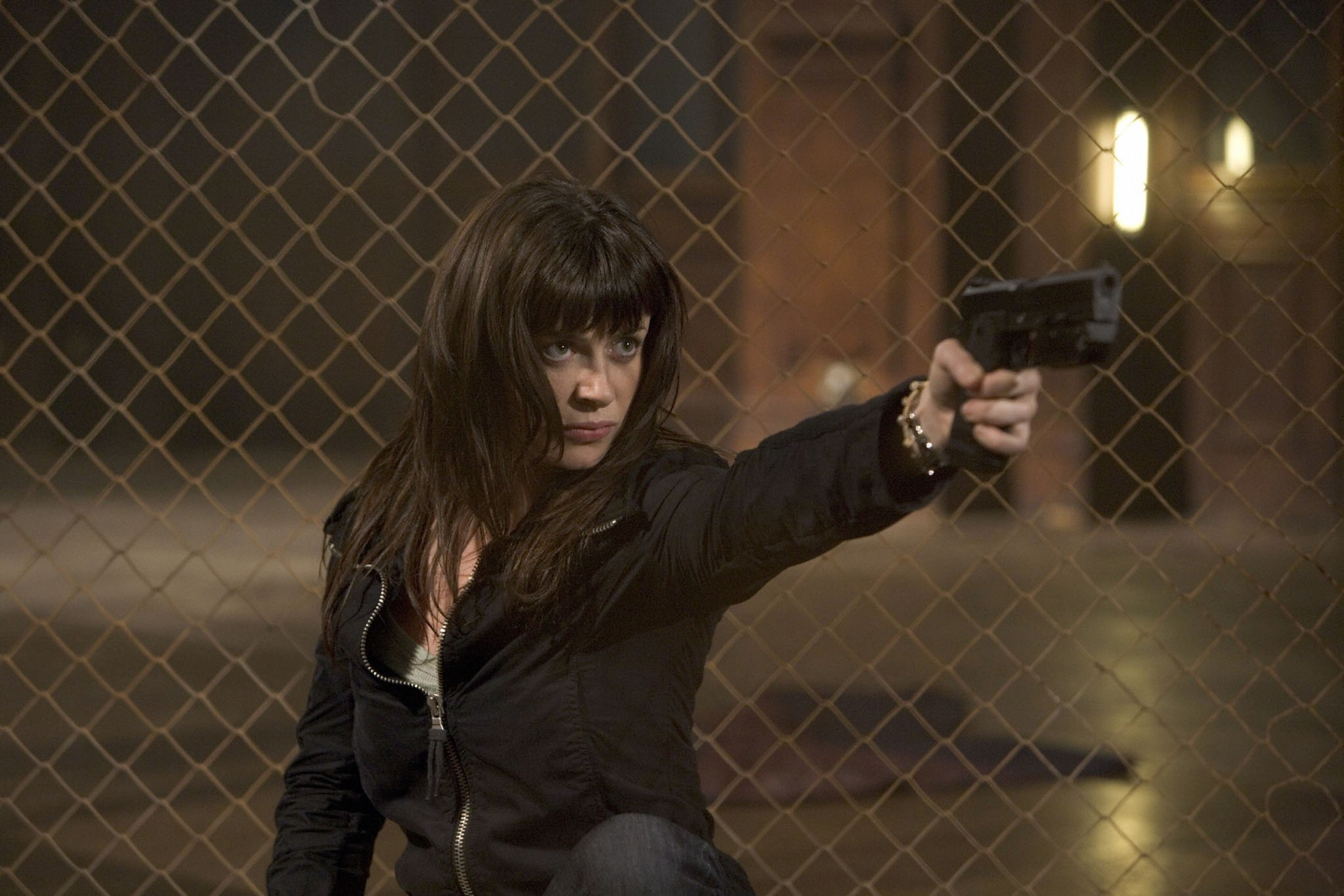 handguns girl Women Torchwood HD Wallpaper