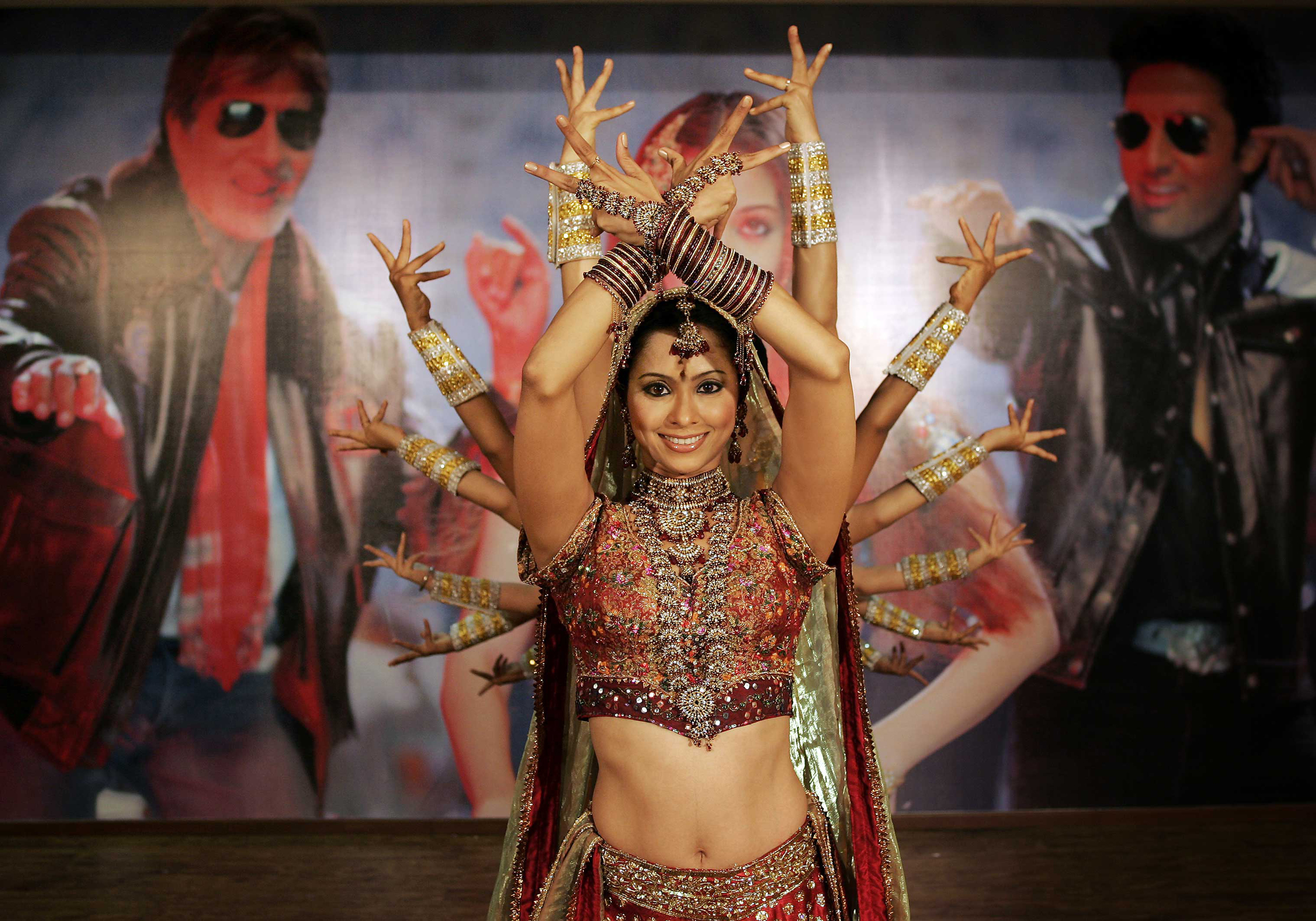 hands girl bollywood show HD Wallpaper