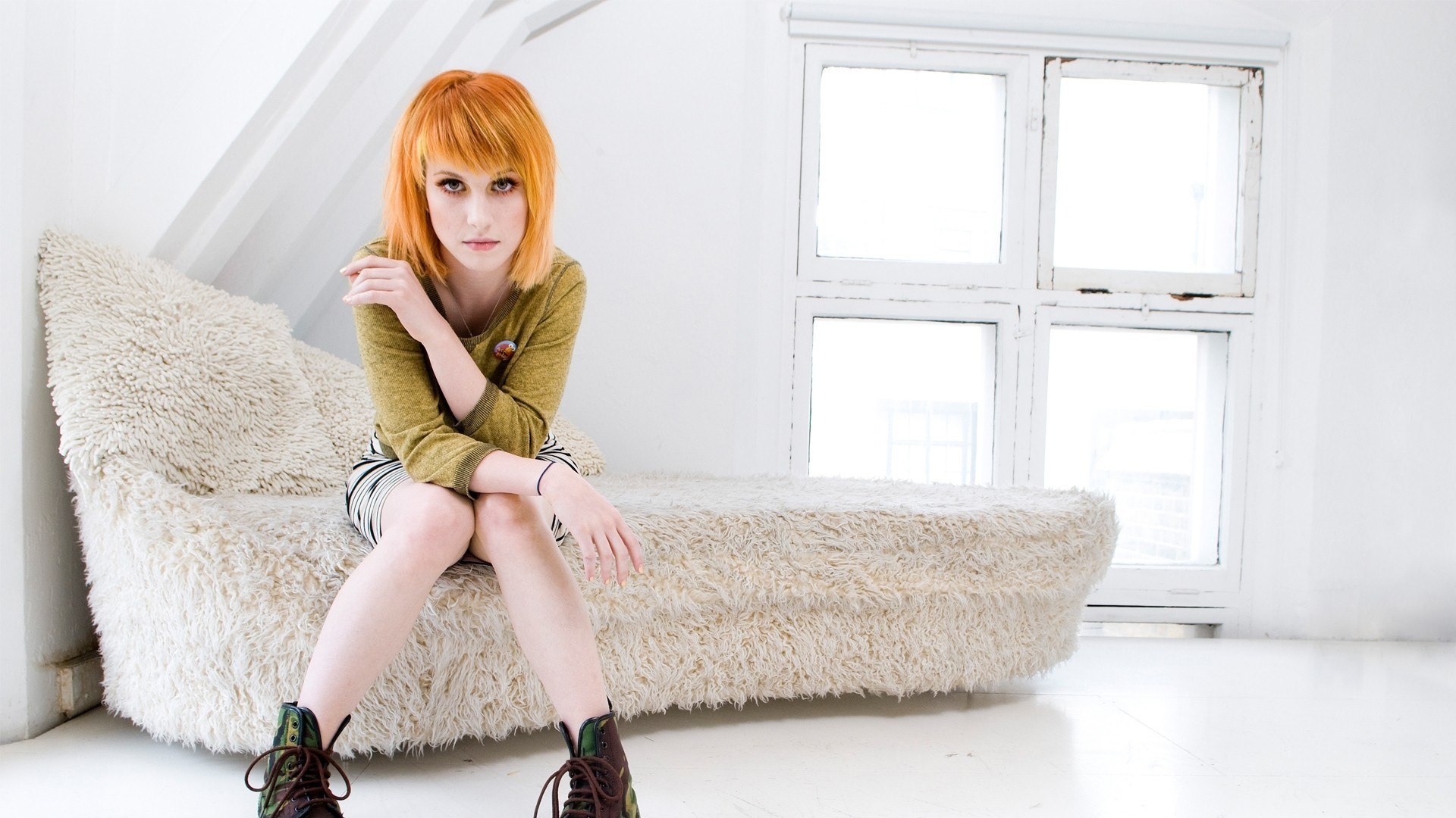 hayley williams legs woman HD Wallpaper
