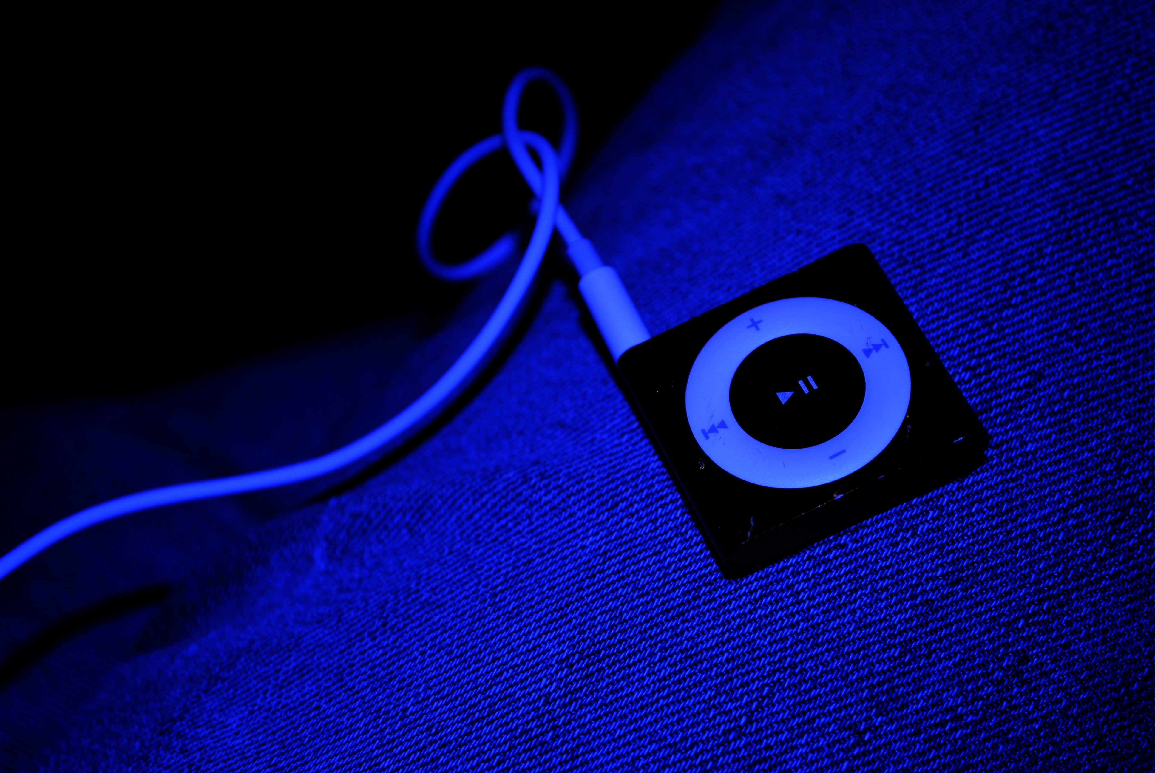 headphones jeans ipod mp3 HD Wallpaper