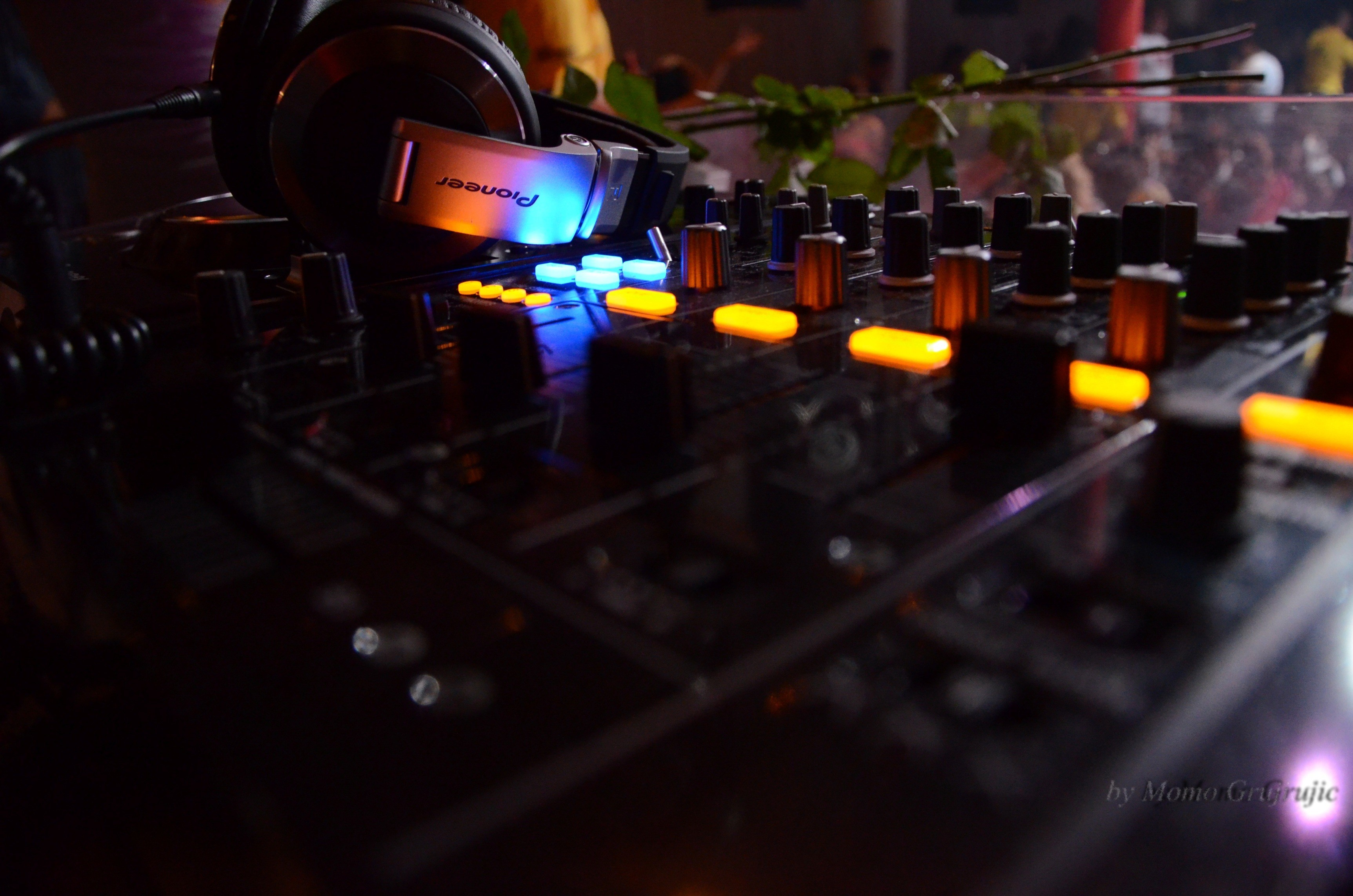 headphones pioneer djm 800 HD Wallpaper