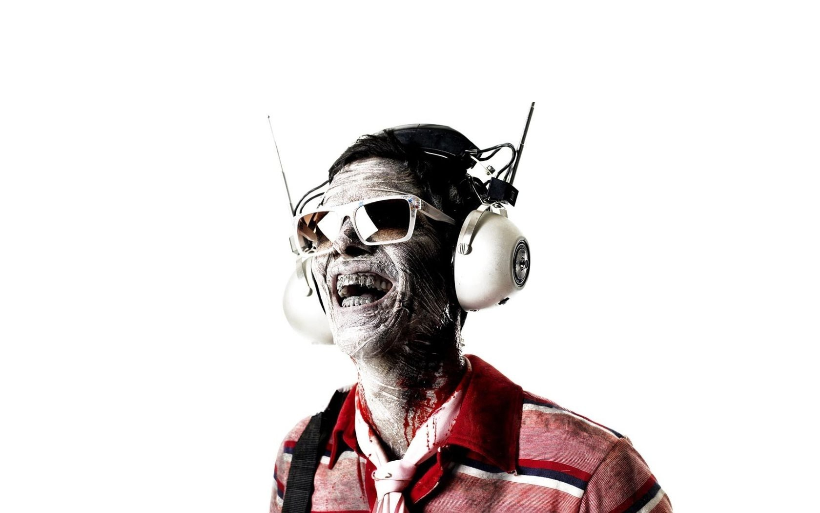 "\""headphones"