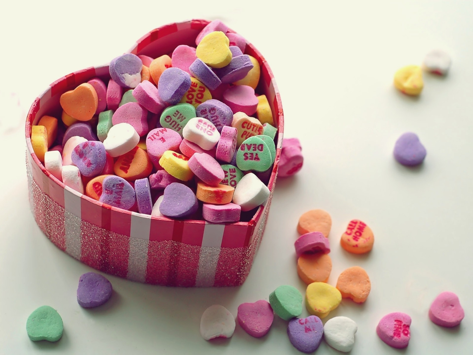 Hearts Candies HD Wallpaper