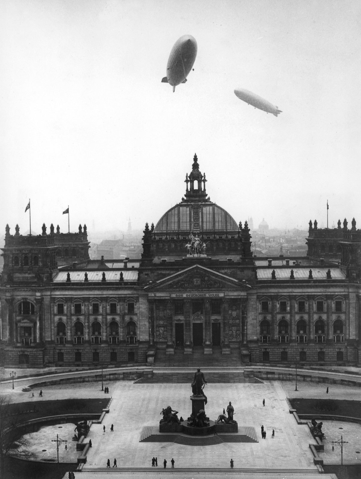 hindenberg and graf Zeppelin