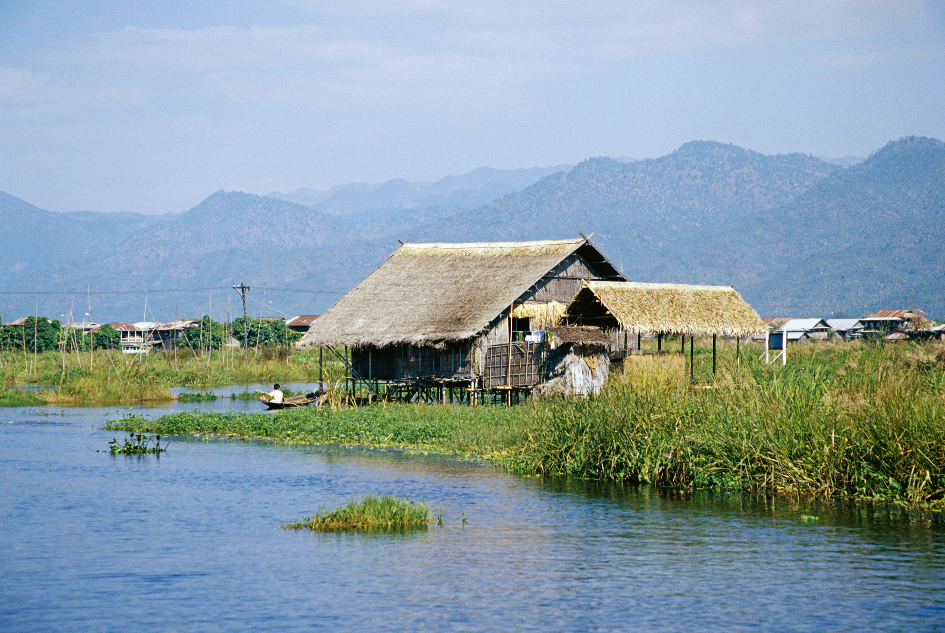 House on inle Lake HD Wallpaper
