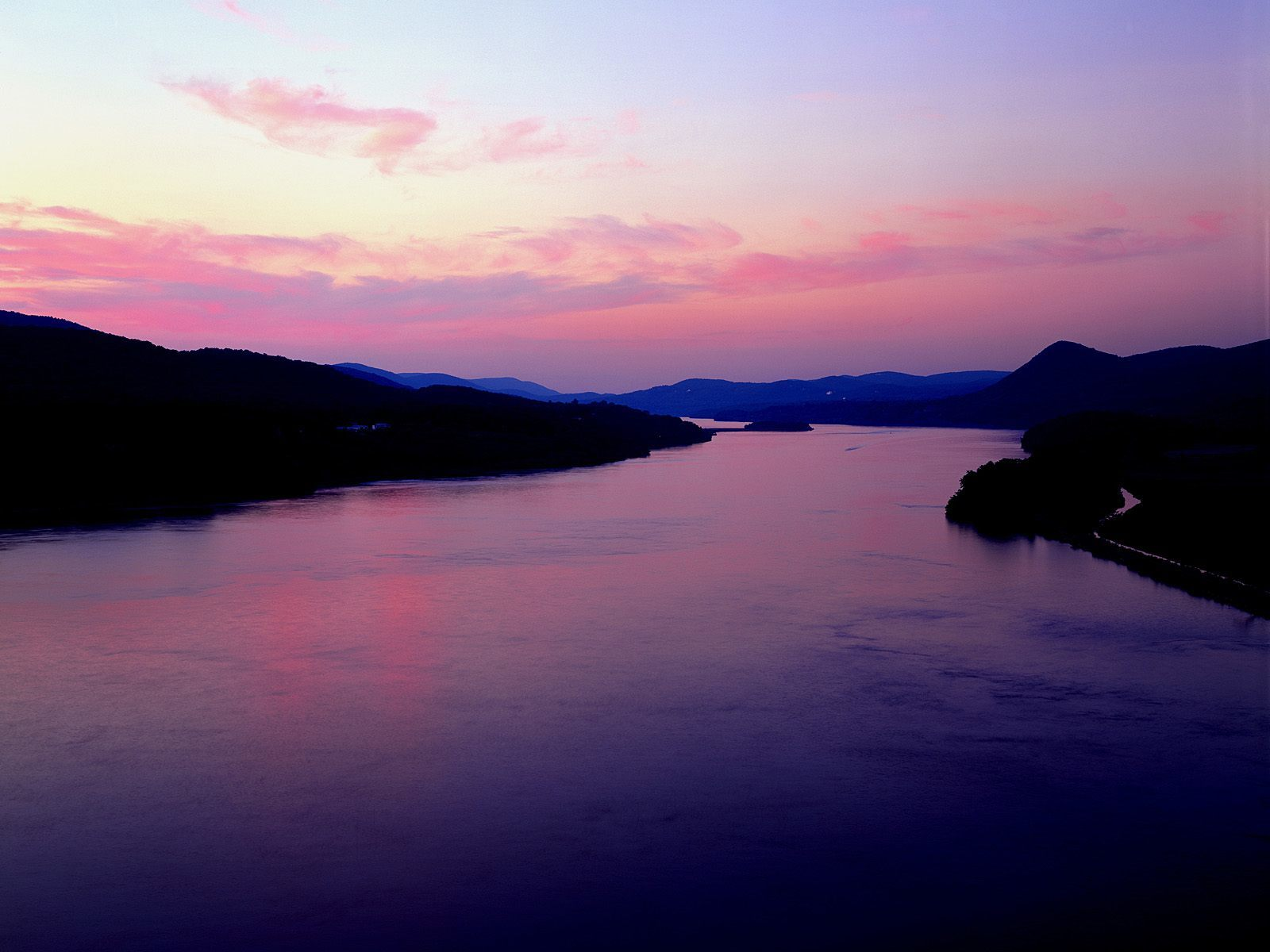 Hudson river at sunset HD Wallpaper