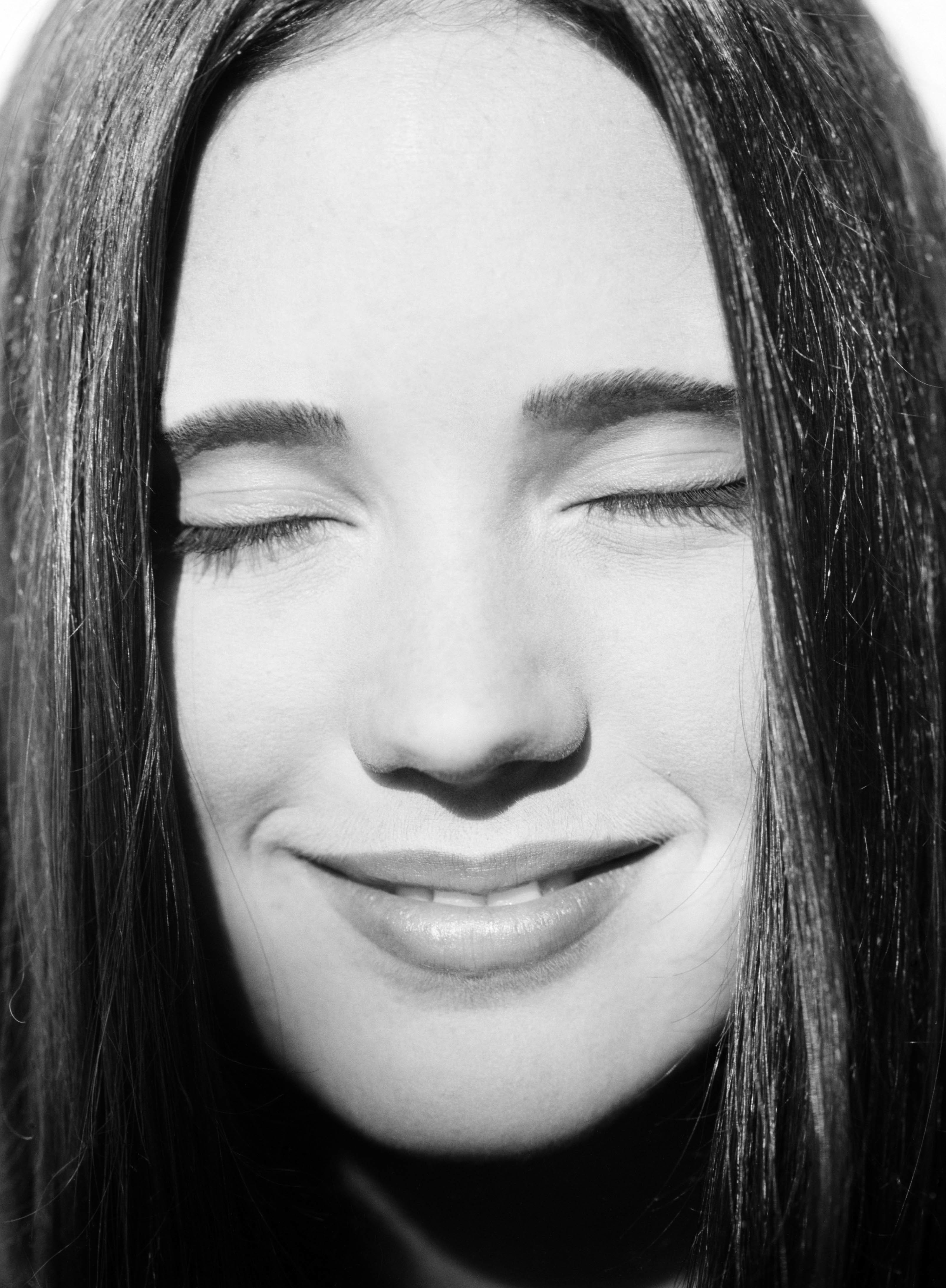 Jennifer connelly grayscale smiley HD Wallpaper