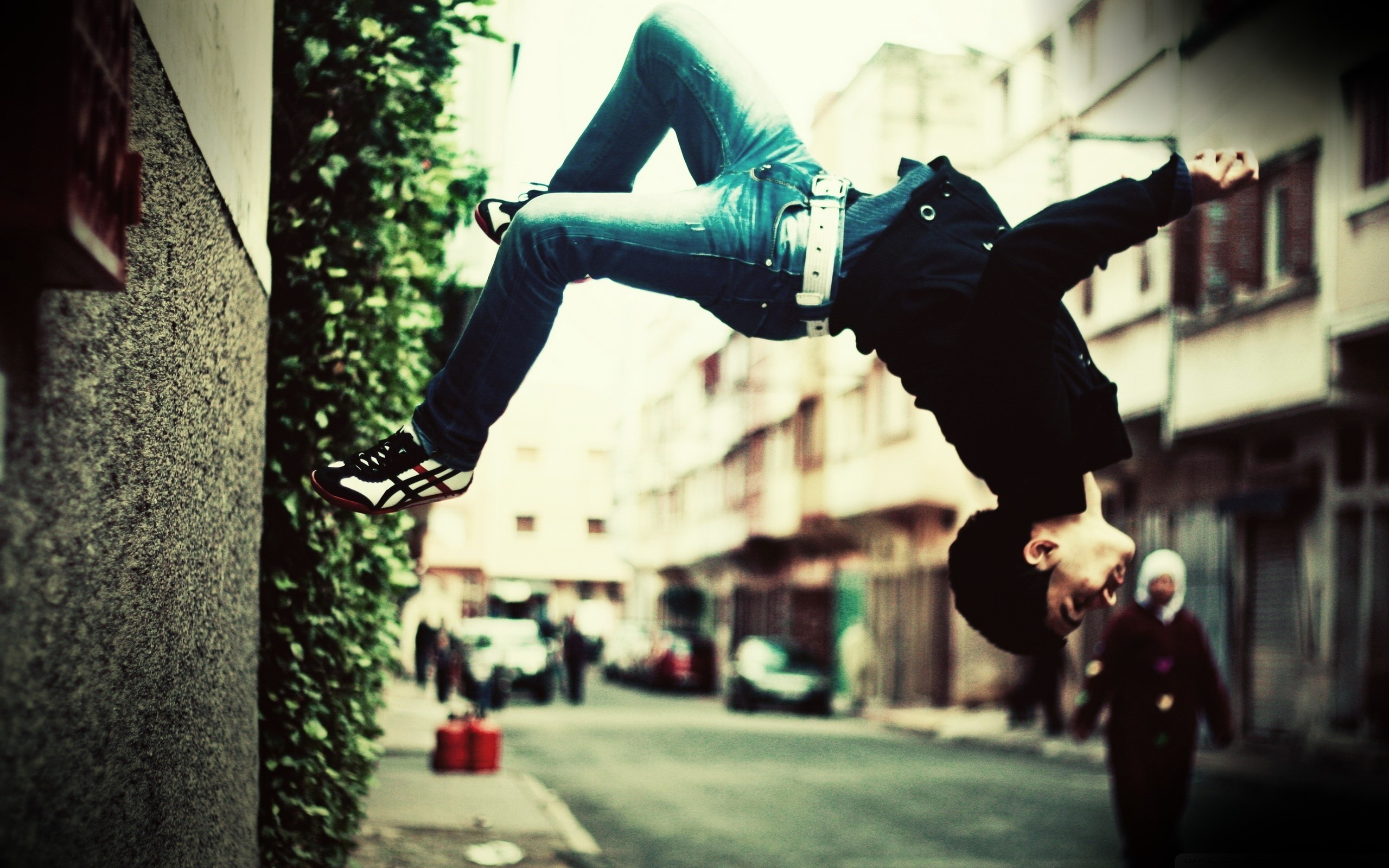 jumping parkour HD Wallpaper