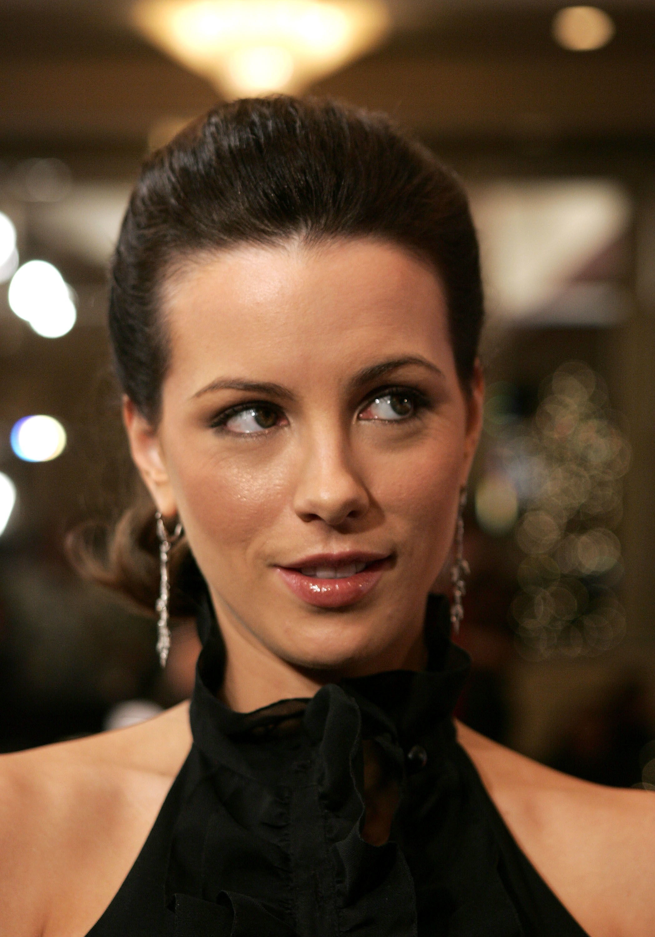 kate beckinsale earrings Celebrity HD Wallpaper
