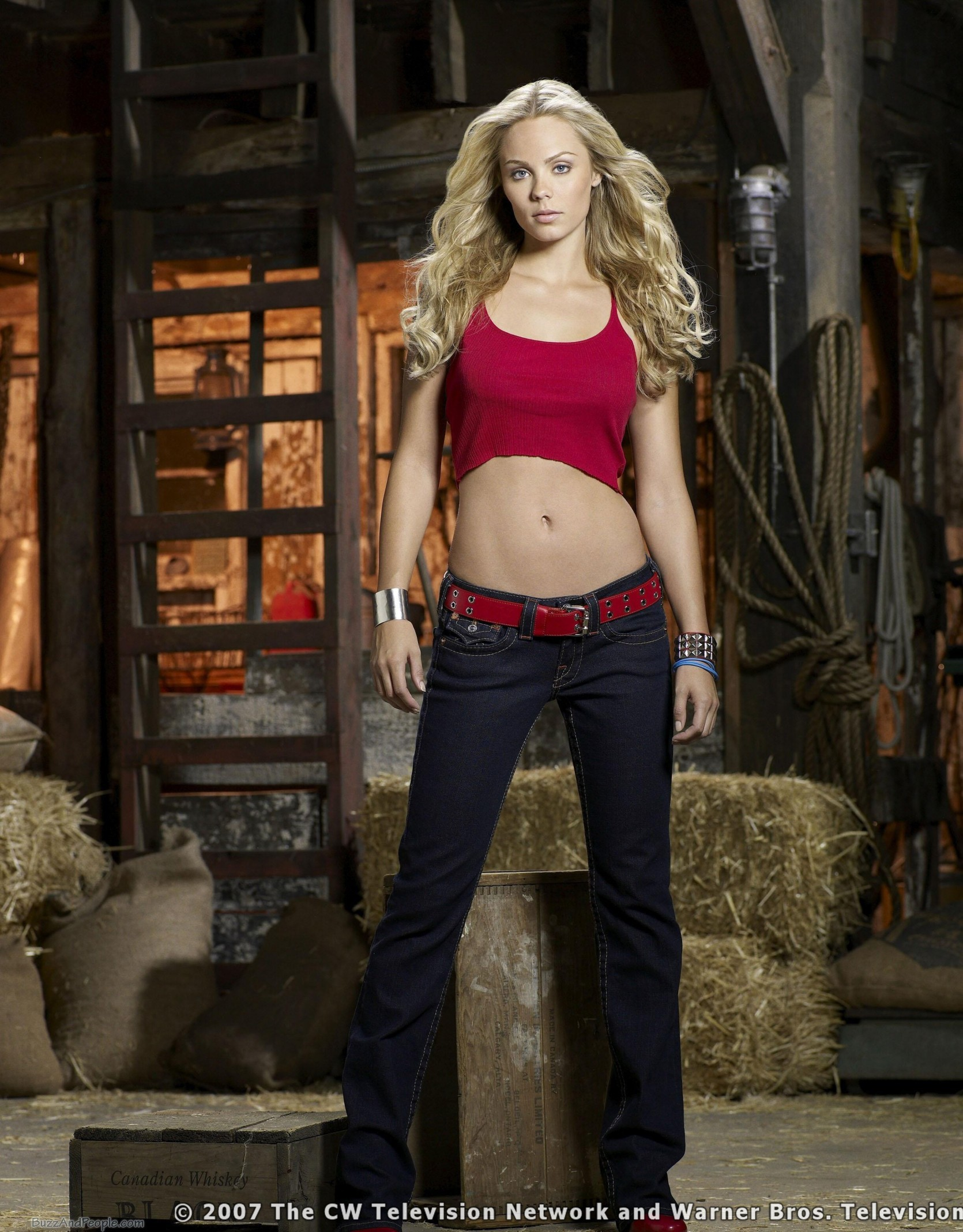 Laura Vandervoort Smallville Kara HD Wallpaper