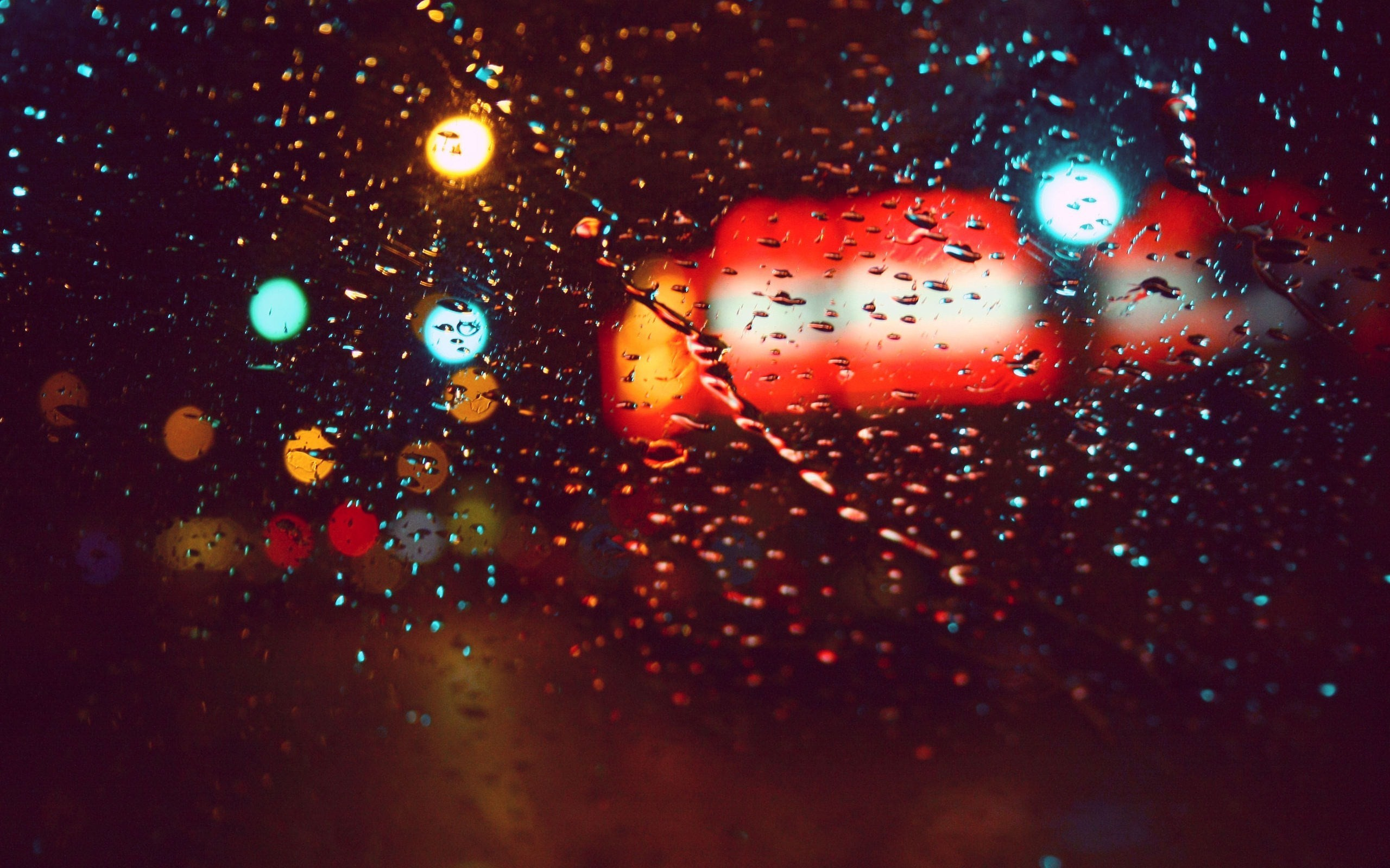 lights rain cars glass HD Wallpaper