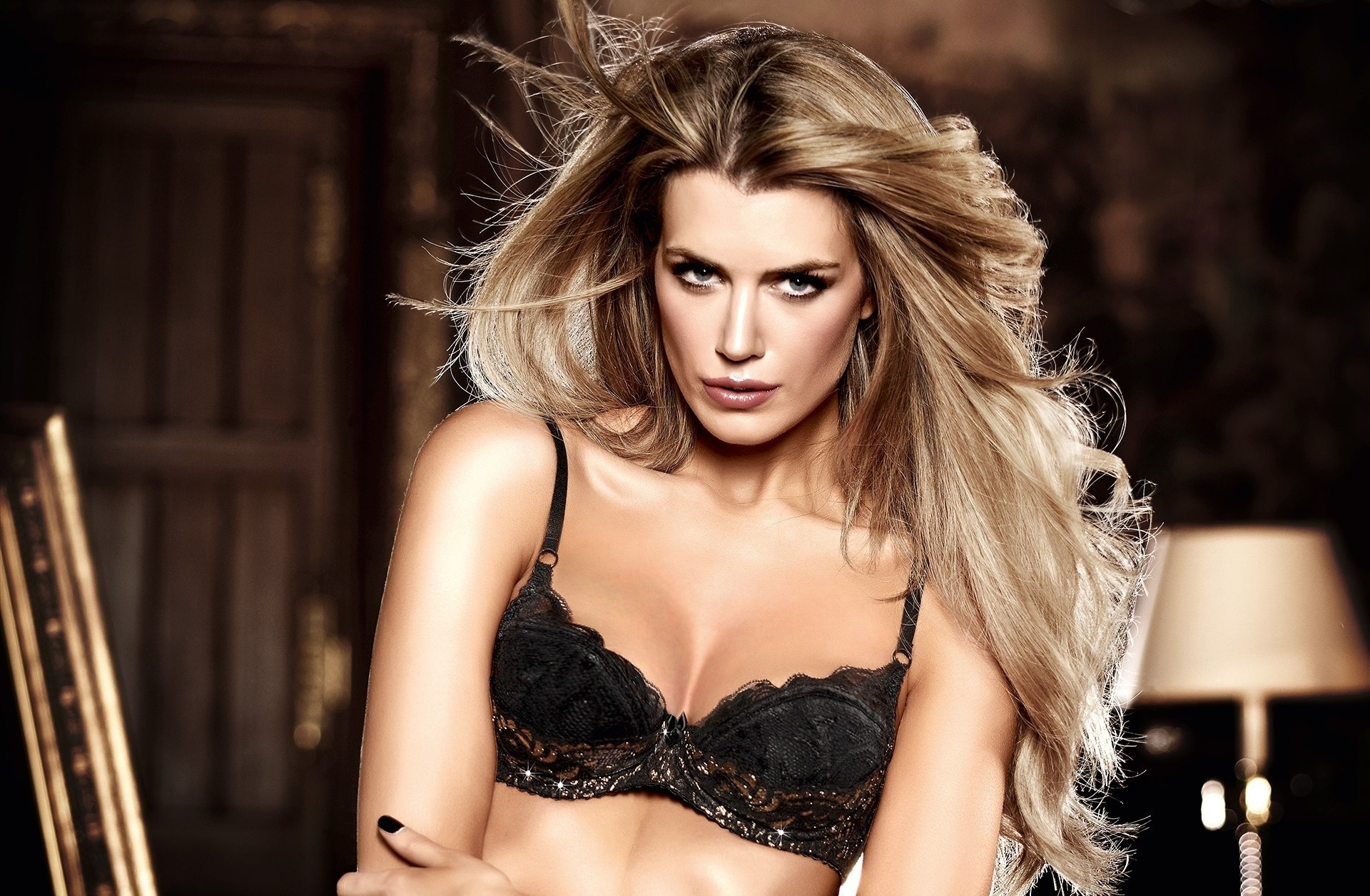 lingerie blondes woman bra HD Wallpaper