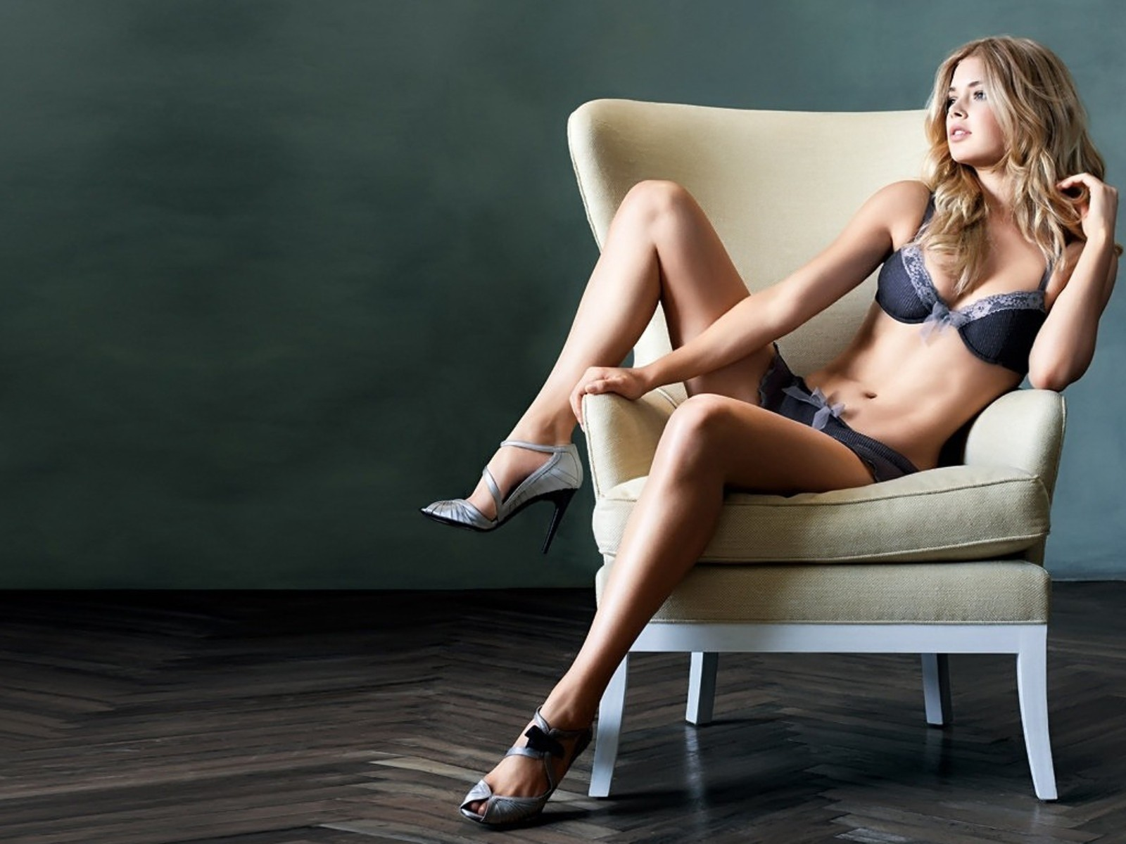 lingerie woman couch models HD Wallpaper