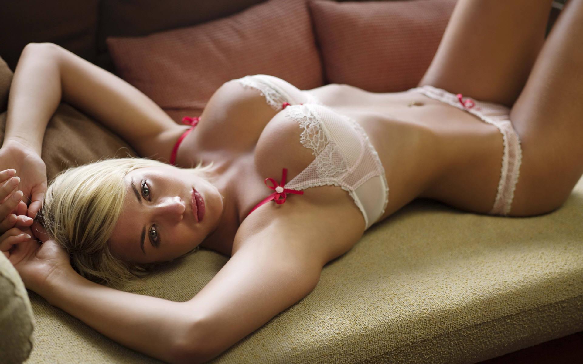 [Image: lingerie_gemma_atkinson_saber_hot_deskto...94427.jpeg]