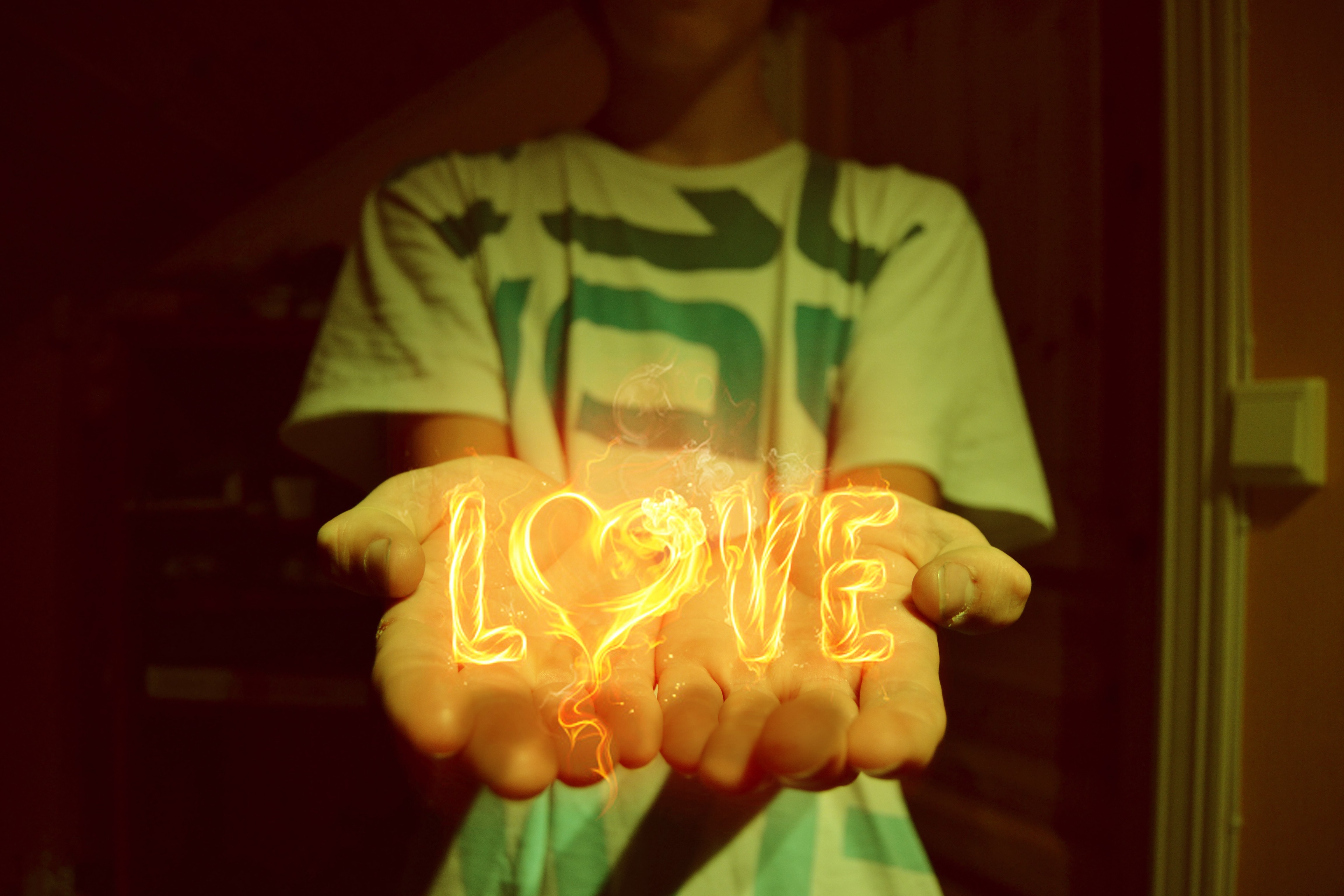 love hands HD Wallpaper
