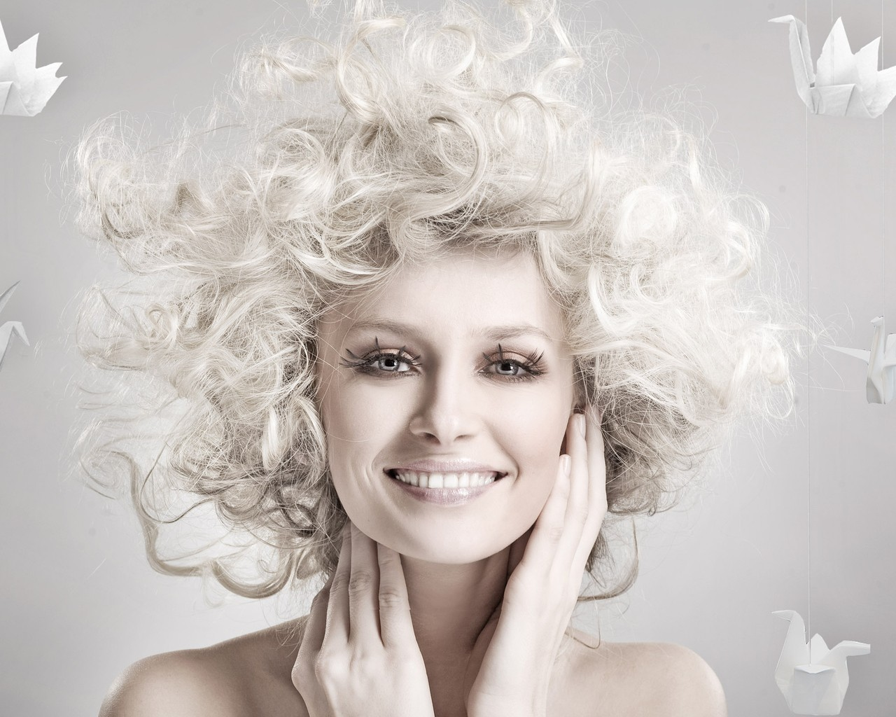 models smiling curly hair HD Wallpaper