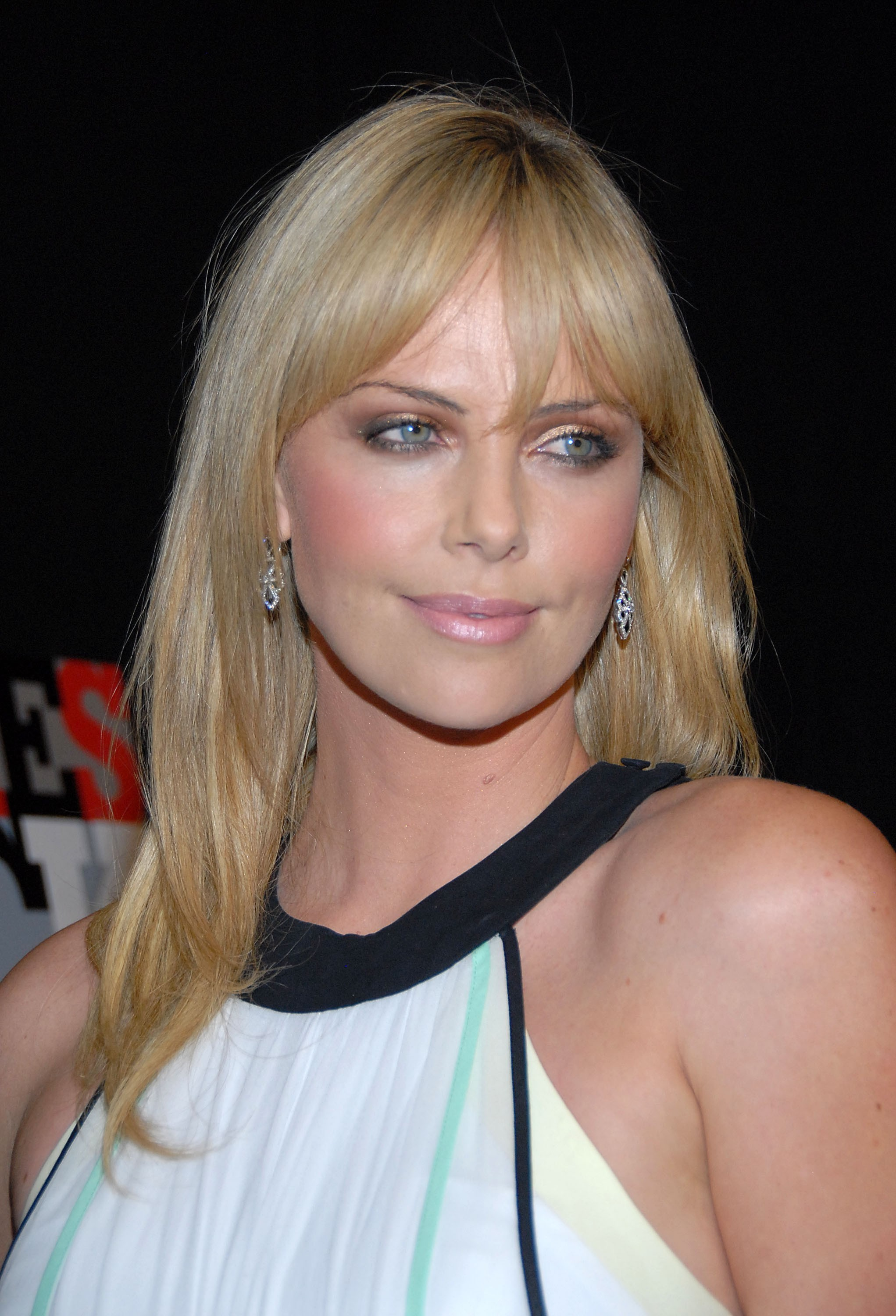 Movies rocks charlize theron HD Wallpaper