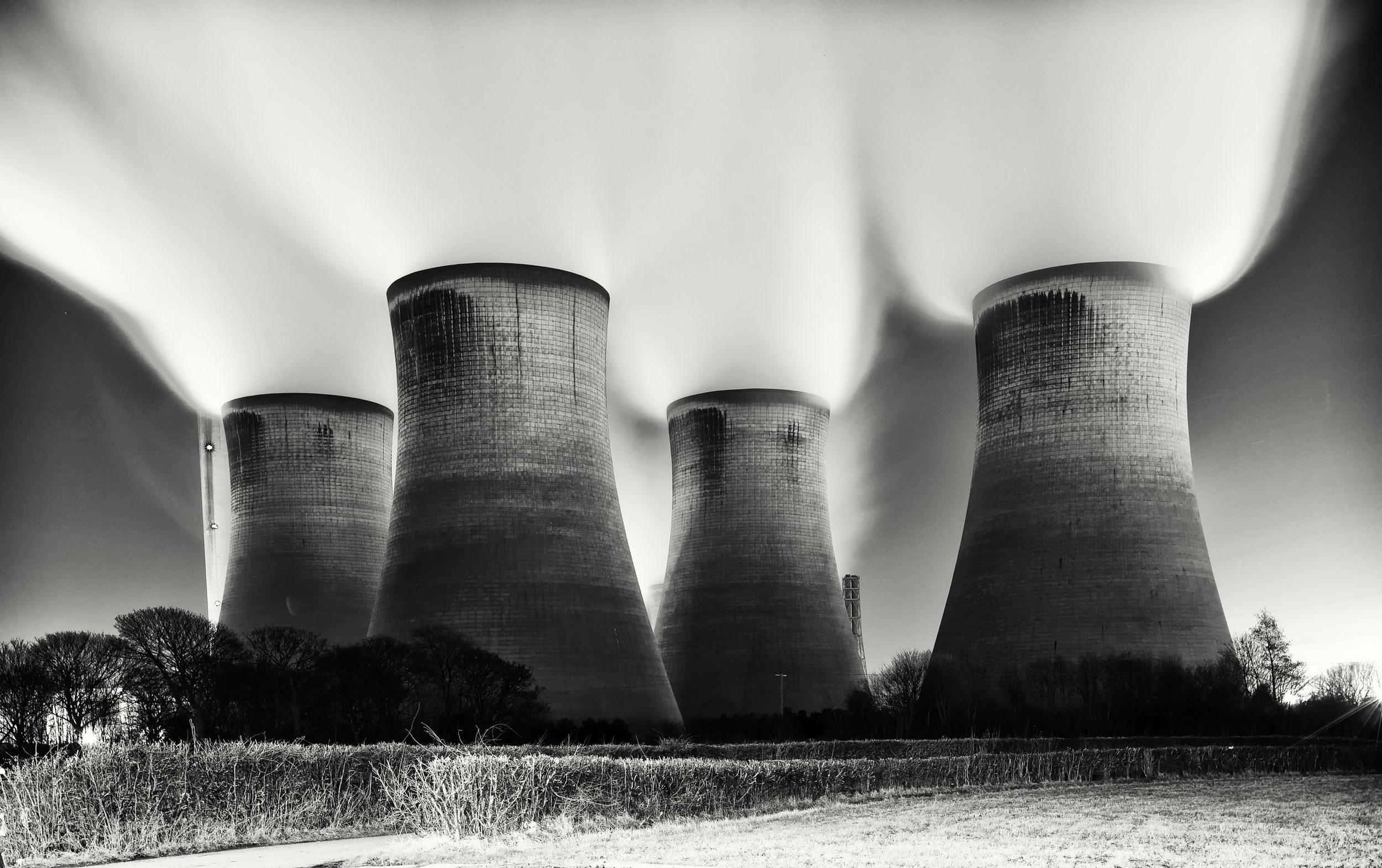 Nuclear monochrome long exposure HD Wallpaper