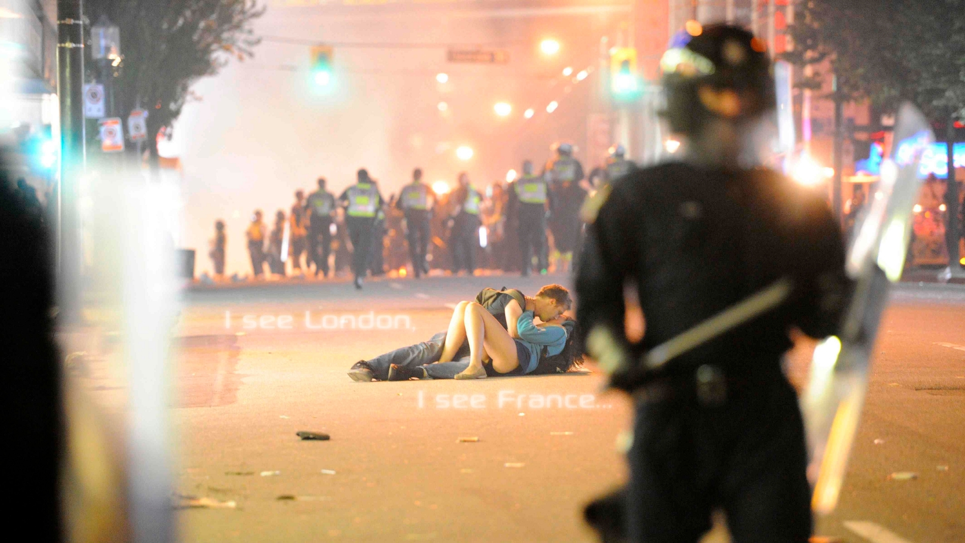 panties riots kissing vancouver HD Wallpaper