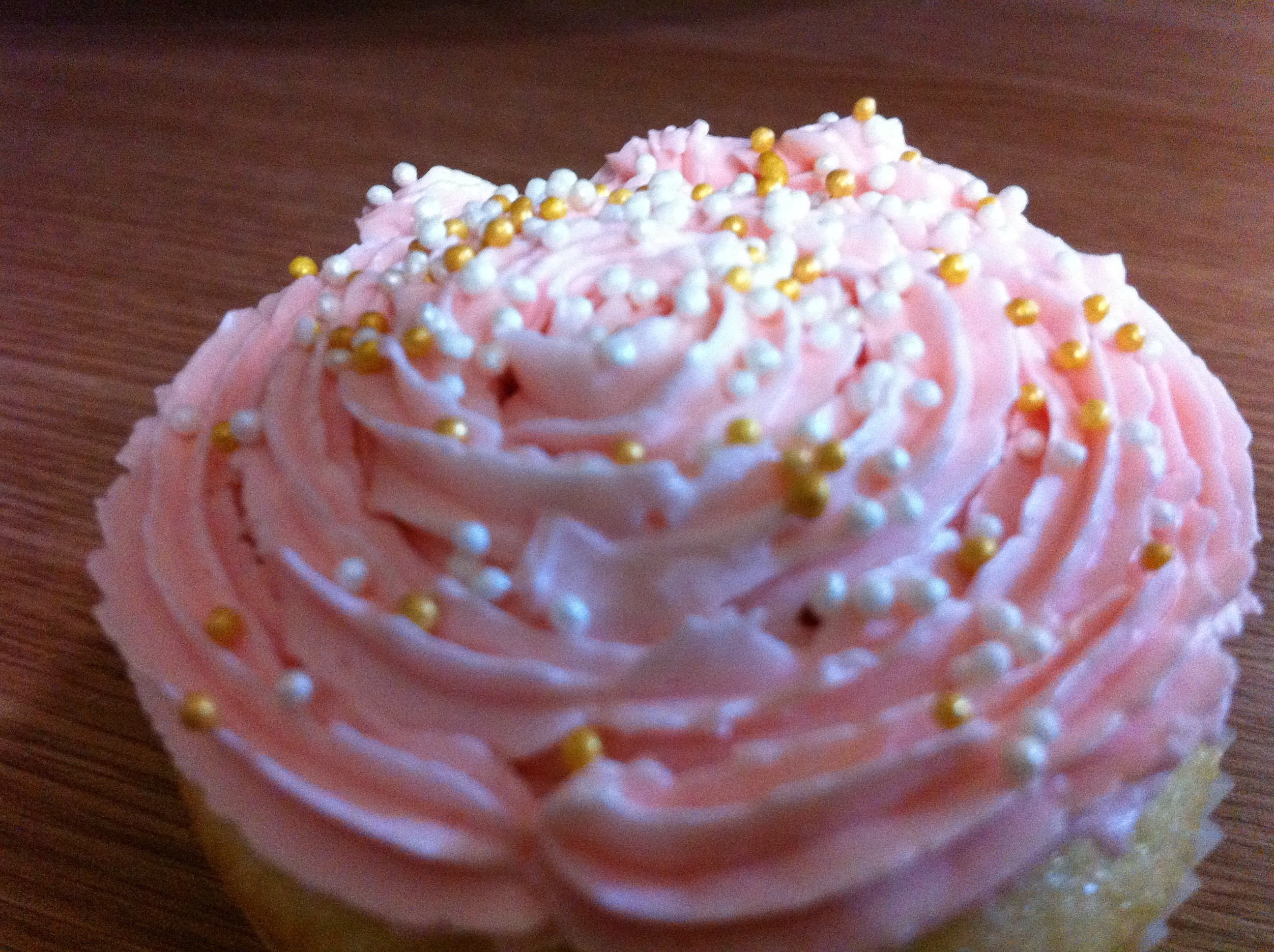 pink cupcakes sprinkles icing HD Wallpaper