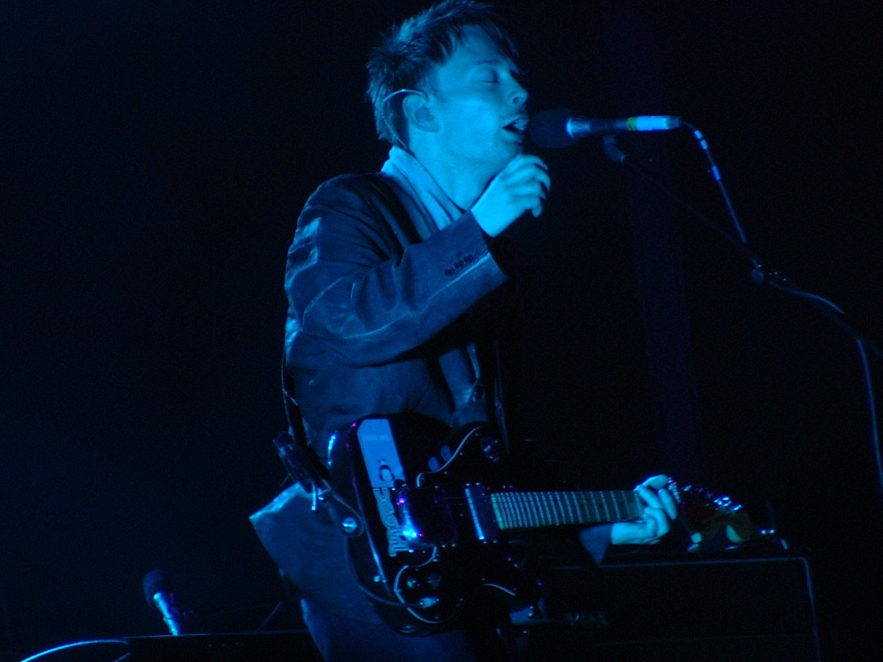radiohead thom singing Music HD Wallpaper
