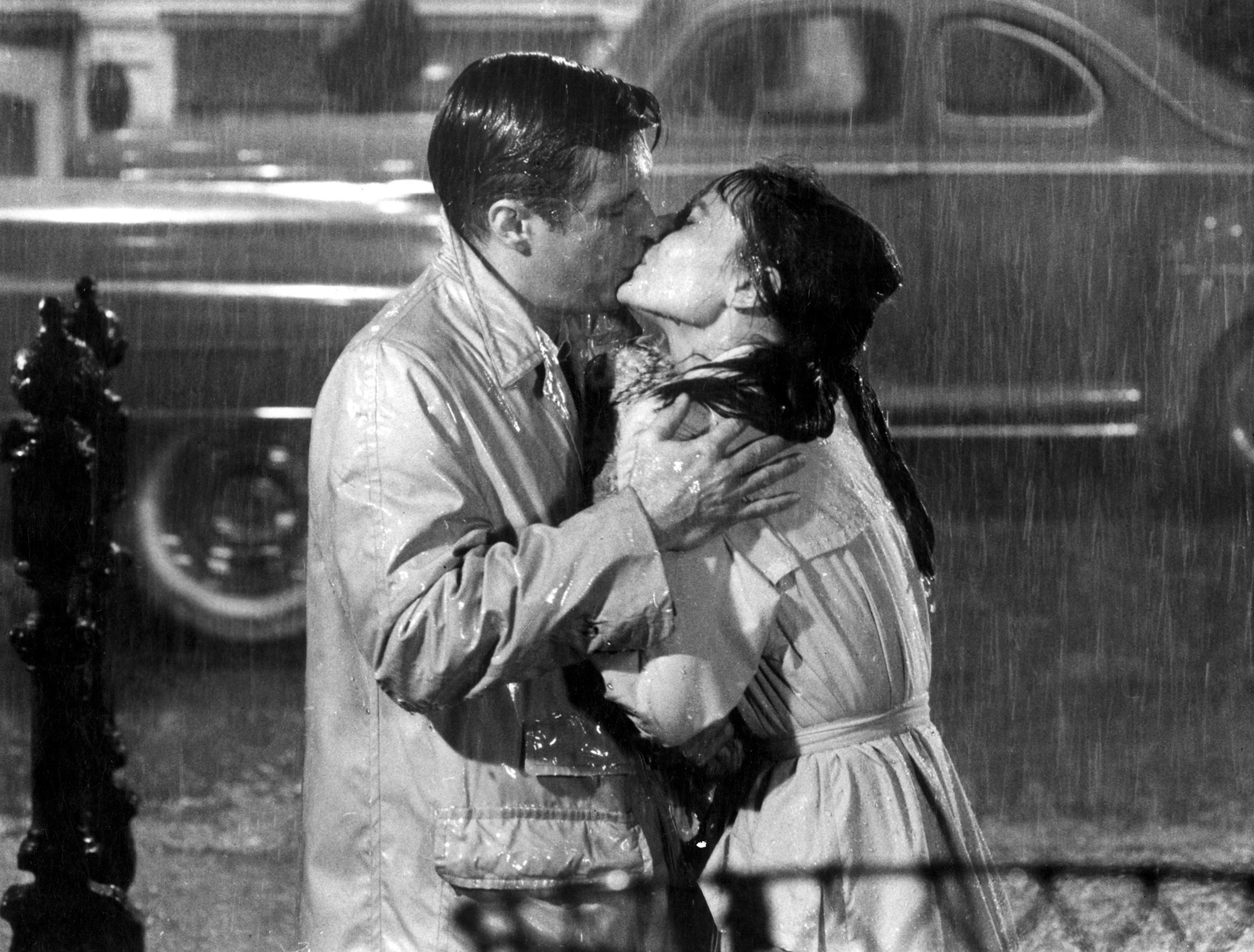 rain kissing Audrey Hepburn HD Wallpaper