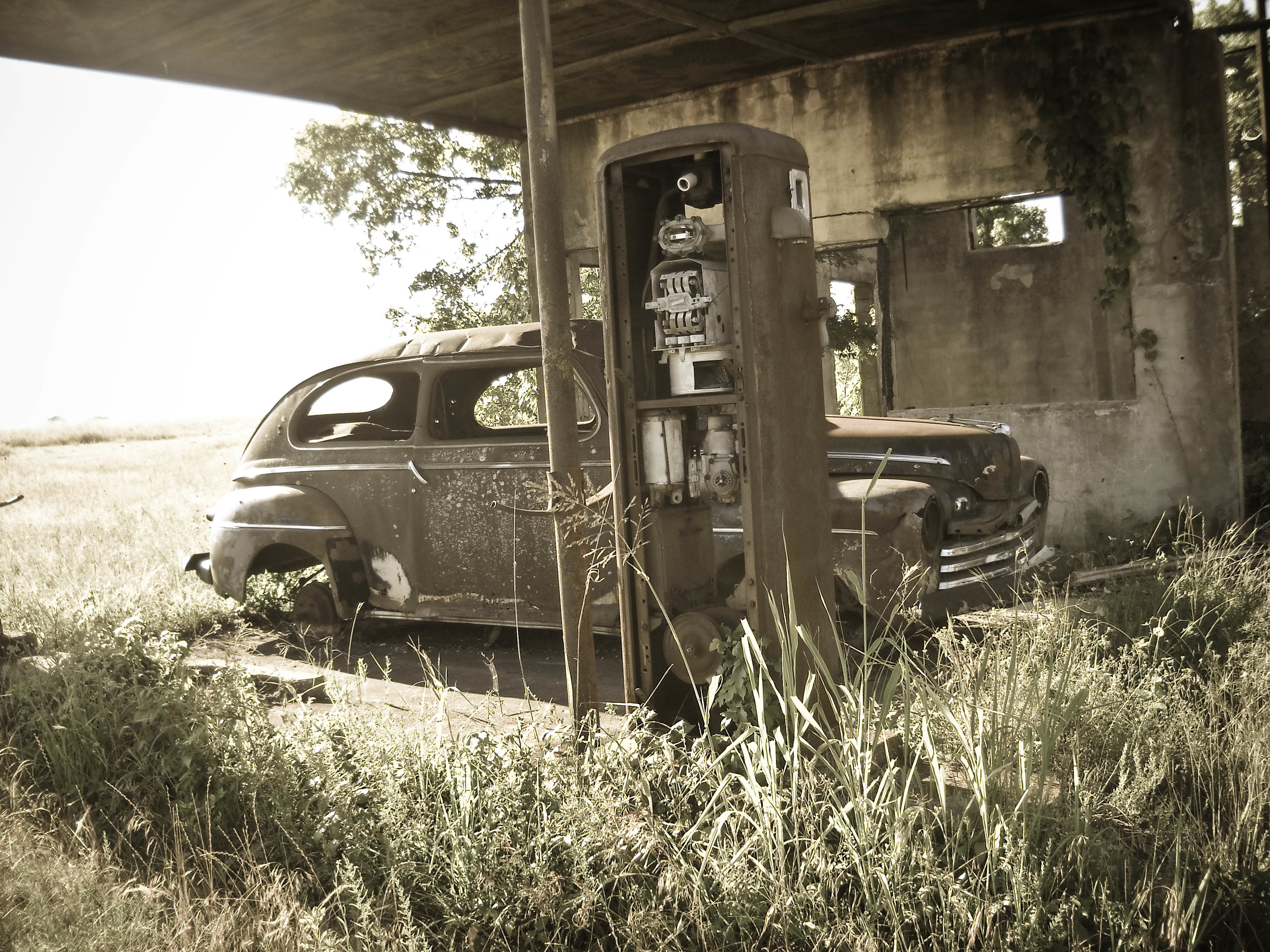 ruins cars gas station HD Wallpaper