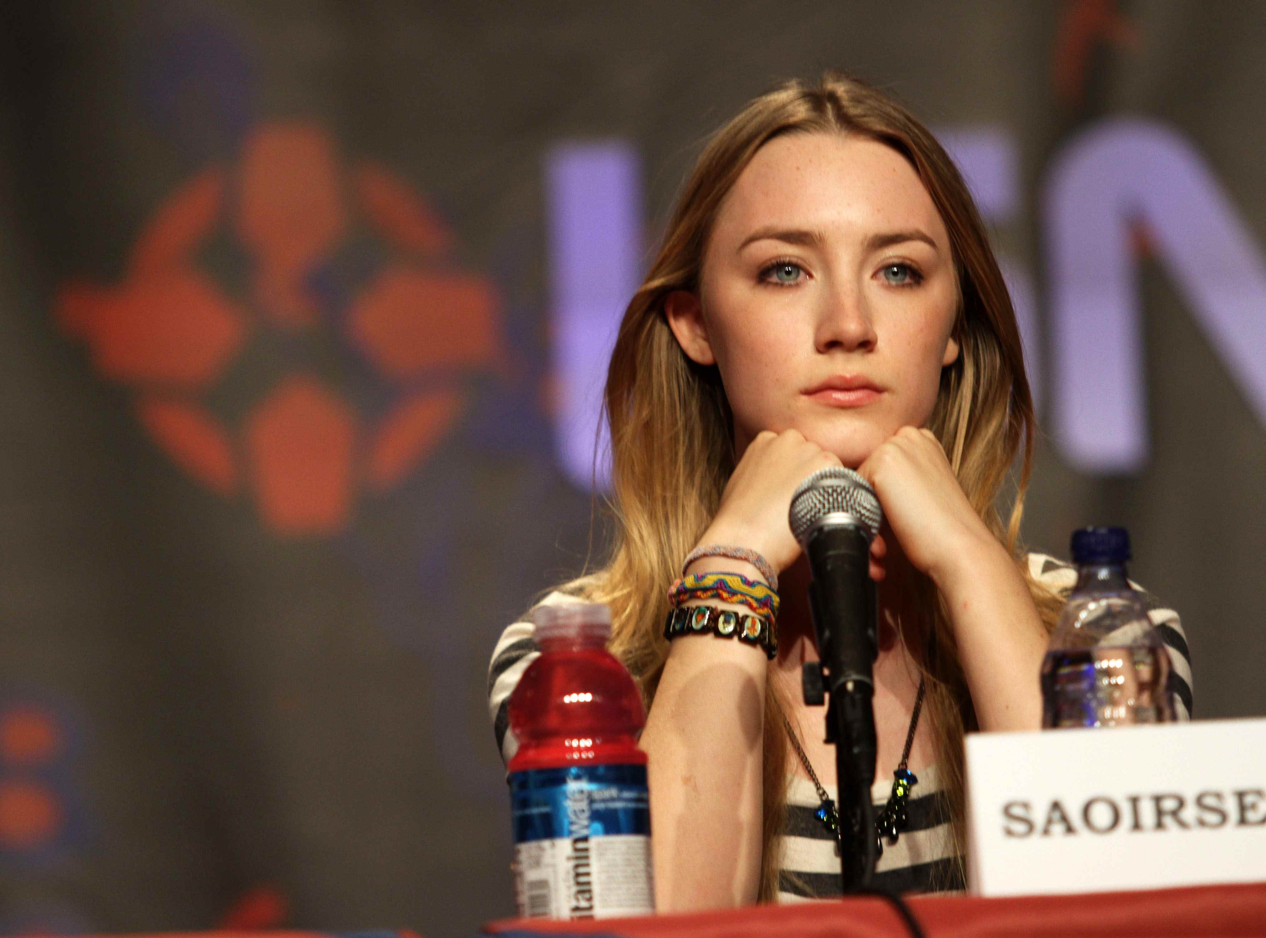 saoirse ronan HD Wallpaper