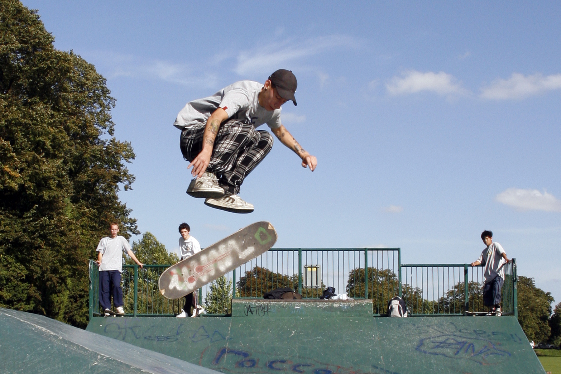 Skateboarding skates Sport jumping HD Wallpaper
