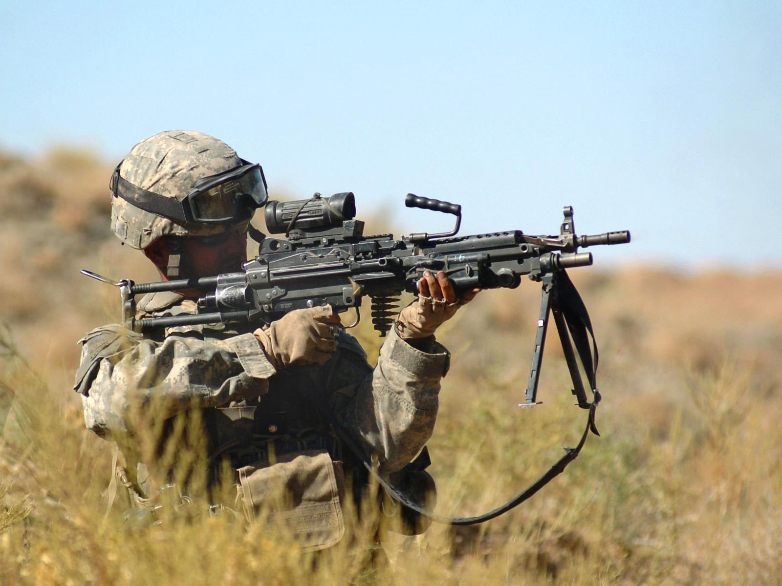 soldiers M249 HD Wallpaper