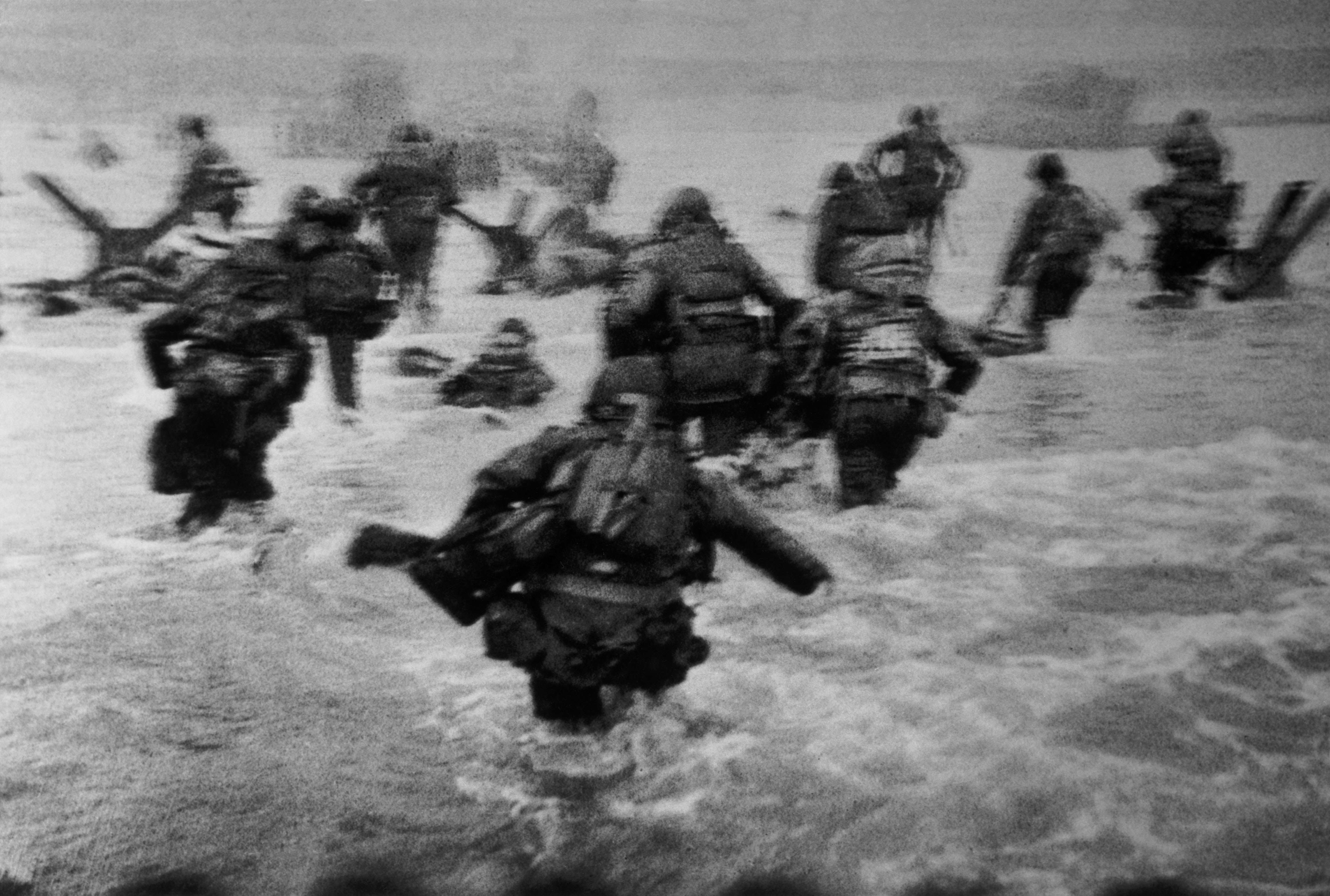 soldiers War normandy grayscale HD Wallpaper