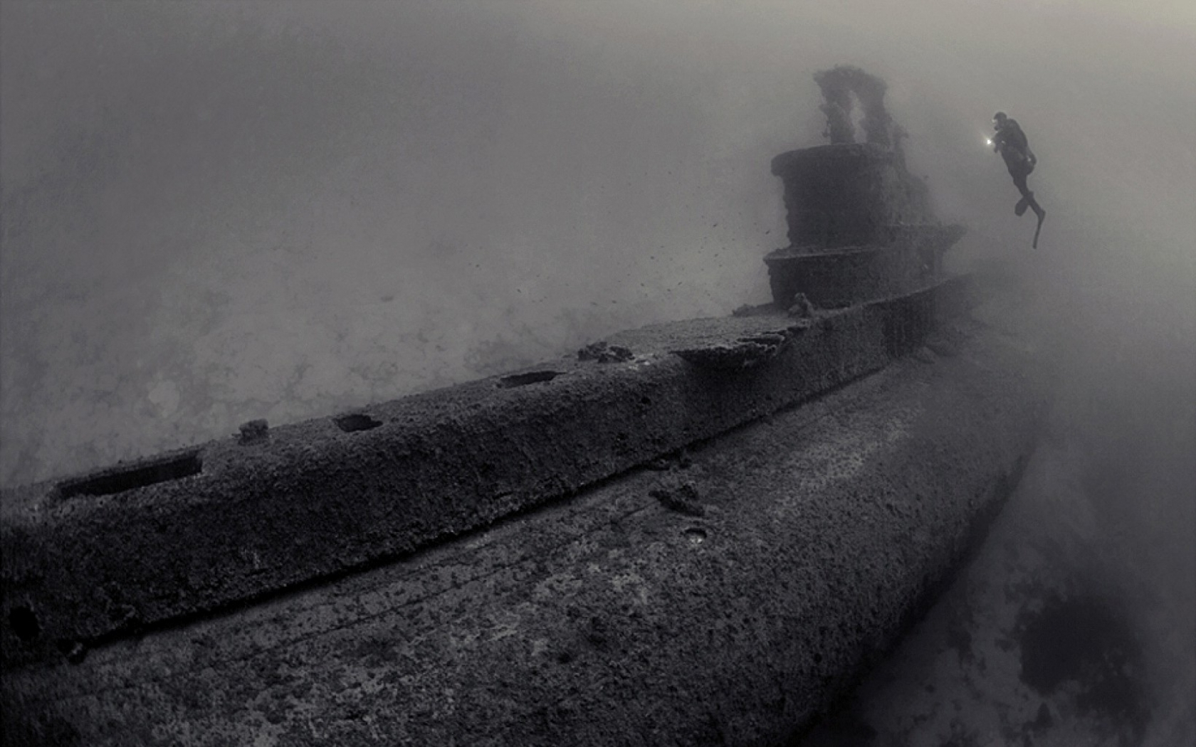 submarine shipwrecks underwater HD Wallpaper
