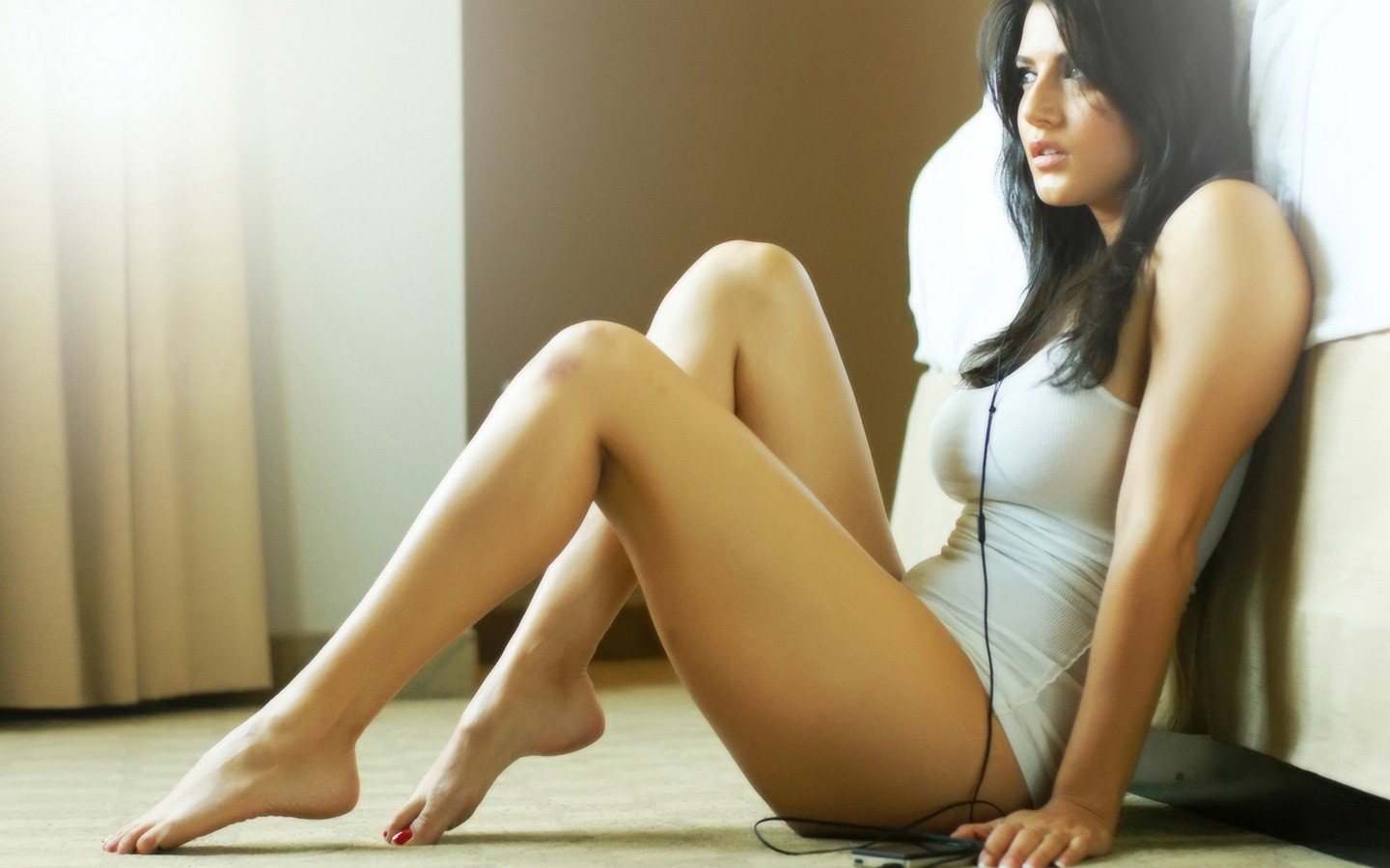 sunny leone brunettes headphones HD Wallpaper