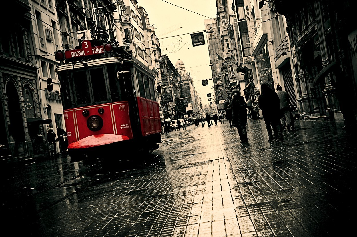 taksim Beyoglu selective coloring HD Wallpaper